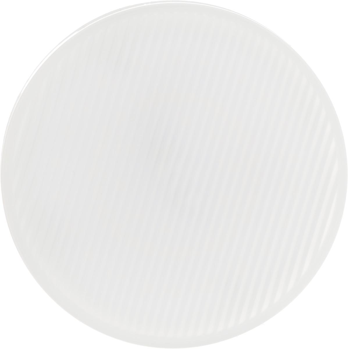 Лампа светодиодная Philips Essential LED, цоколь GX53, 5,5W, 2700KC0038550Современные светодиодные лампы Essential LED экономичны, имеют долгий срок службы и мгновенно загораются, заполняя комнату светом. Лампа классической формы и высокой яркости позволяет создать уютную и приятную обстановку в любой комнате вашего дома.Светодиодные лампы потребляют на 86 % меньше электроэнергии, чем обычные лампы накаливания, излучая при этом привычный и приятный теплый свет. Срок службы светодиодной лампы Essential LED составляет до 15 000 часов, что соответствует общему сроку службы пятнадцати ламп накаливания. Благодаря чему менять лампы приходится значительно реже, что сокращает количество отходов.Напряжение: 220-240 В. Световой поток: 500 lm.Эквивалент мощности в ваттах: 40 Вт.