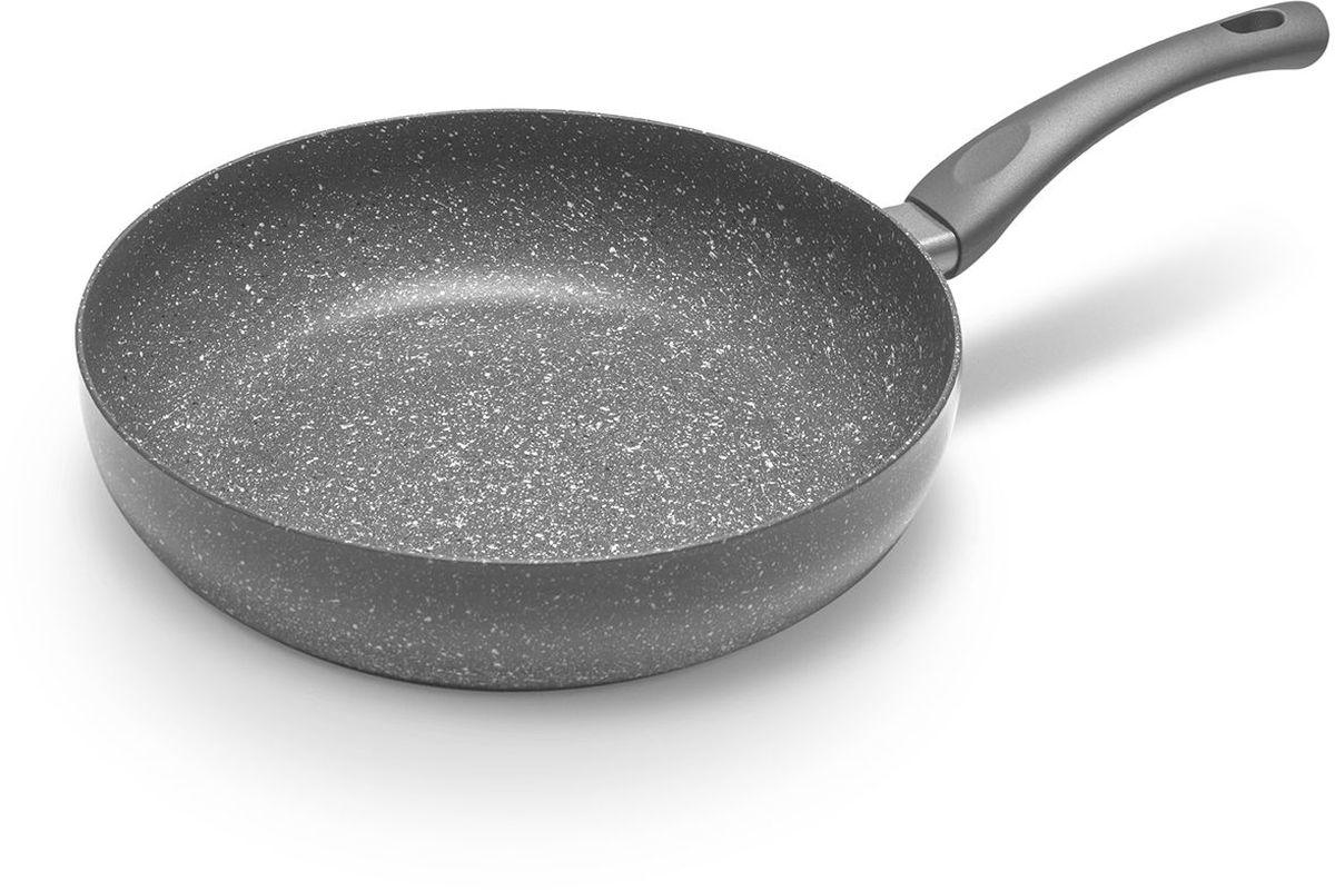 Сковорода MoulinVilla Кухня, с антипригарным покрытием. Диаметр 28 см. GS-28-DI54 009305Сковорода MOULINvilla Кухня выполнена из литого алюминия и снабжена 2-х слойным антипригарным покрытием, нанесенным методом напыления. Благодаря современному методу ковки сковорода приобретает свойства литой и менее подвержена деформации, чем штампованная. Приготавливаемая в ней пища доходит до готовности очень быстро. Эргономичная ручка, выполненная из бакелита, не нагревается и не скользит.Сковорода легко чистится за счет того, что еда не пристает к покрытию сковороды.Подходит для всех типов плит, включая индукционные. Можно мыть в посудомоечной машине.