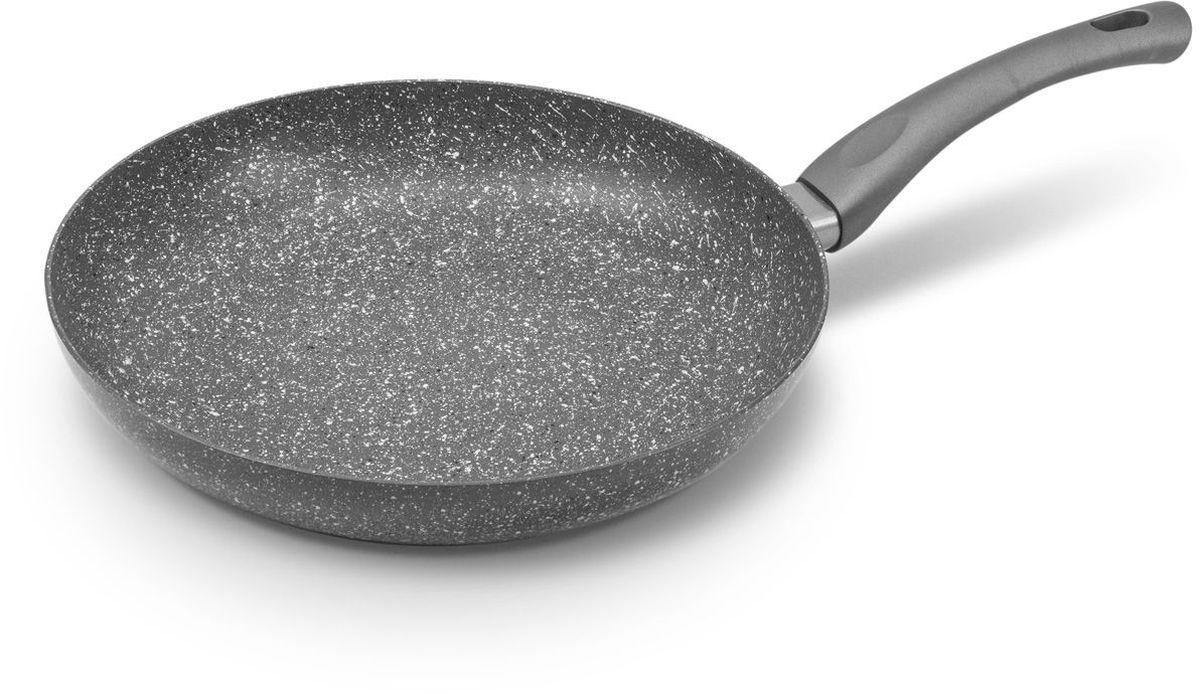 Сковорода MoulinVilla Кухня, с антипригарным покрытием. Диаметр 28 смGS-28-IСковорода MOULINvilla Кухня выполнена из литого алюминия и снабжена 2-х слойным антипригарным покрытием, нанесенным методом напыления. Благодаря современному методу ковки сковорода приобретает свойства литой и менее подвержена деформации, чем штампованная. Приготавливаемая в ней пища доходит до готовности очень быстро. Эргономичная ручка, выполненная из бакелита, не нагревается и не скользит.Сковорода легко чистится за счет того, что еда не пристает к покрытию сковороды.Подходит для всех типов плит, включая индукционные. Можно мыть в посудомоечной машине.