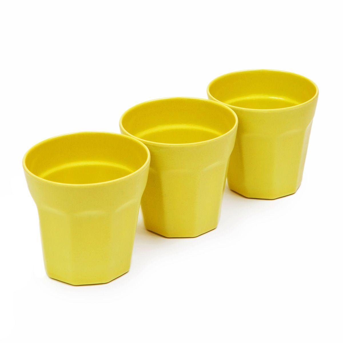 Набор стаканов MoulinVilla, цвет: зеленый, 8,7 х 8,9 см, 3 штVT-1520(SR)Набор MoulinVilla состоит из трех стаканов. Предметы набора изготовлены из природного бамбука, очищенного от вредных примесей. Для окраски используются натуральные пищевые красители. Бамбук, сам по себе, является природным антисептиком. Эта уникальная особенность посуды гарантирует безопасность при эксплуатации и хранении различных видов пищевой продукции. Можно мыть в посудомоечной машине и в СВЧ-печах. Можно использовать для горячих и холодных продуктов (диапазон температур: от -20°С до 120°С). Диаметр стакана по верхнему краю: 8,7 см. Высота стенки стакана: 8,9 см.