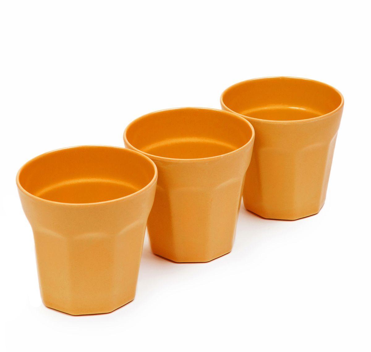 Набор стаканов MoulinVilla, цвет: оранжевый, 8,7 х 8,9 см, 3 штVT-1520(SR)Набор MoulinVilla состоит из трех стаканов. Предметы набора изготовлены из природного бамбука, очищенного от вредных примесей. Для окраски используются натуральные пищевые красители. Бамбук, сам по себе, является природным антисептиком. Эта уникальная особенность посуды гарантирует безопасность при эксплуатации и хранении различных видов пищевой продукции. Можно мыть в посудомоечной машине и в СВЧ-печах. Можно использовать для горячих и холодных продуктов (диапазон температур: от -20°С до 120°С). Диаметр стакана по верхнему краю: 8,7 см. Высота стенки стакана: 8,9 см.