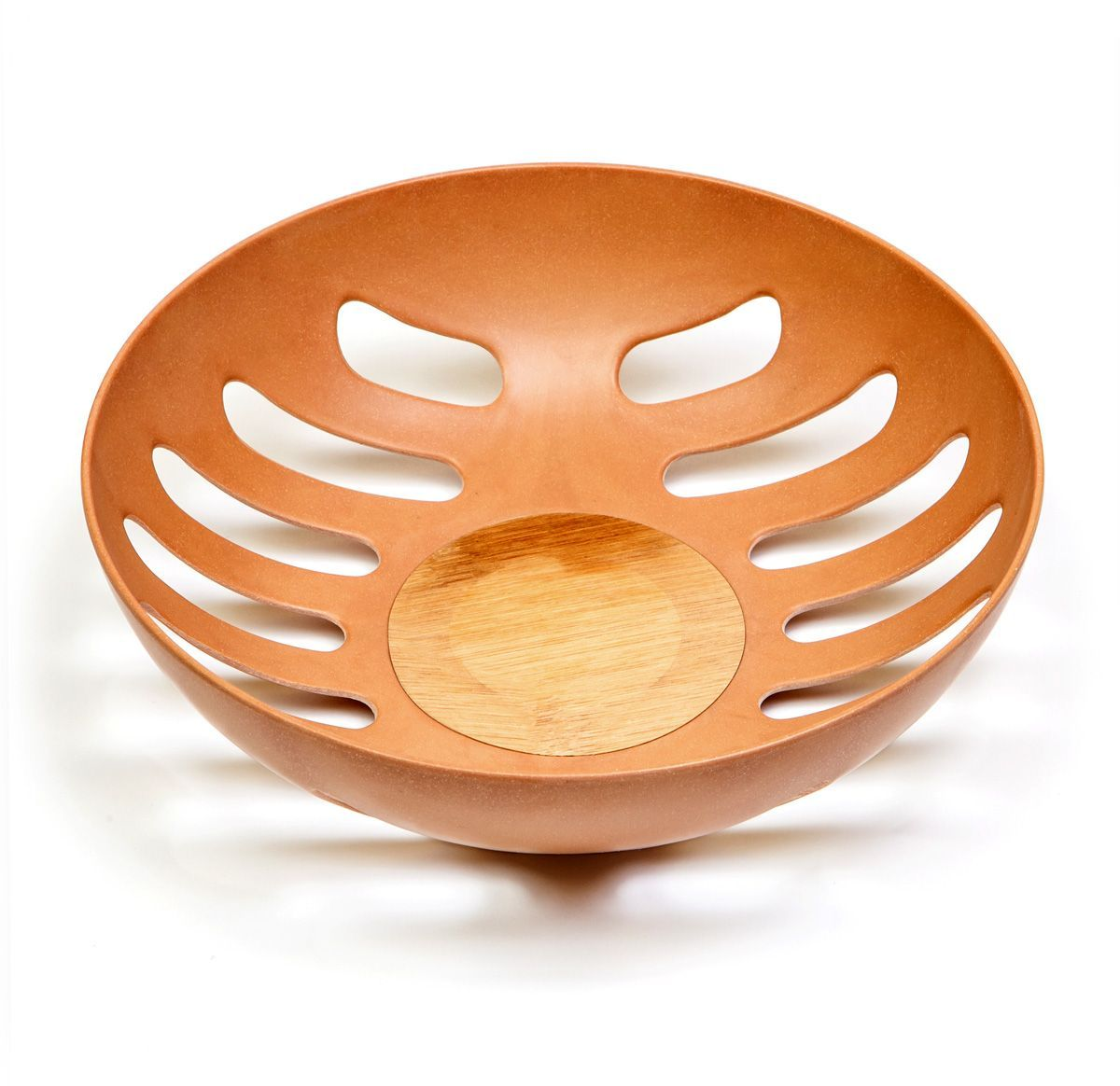 Фруктовница MoulinVilla, цвет: коричневый, 21,8 х 21,8 х 6,3 смTSF-24-brФруктовница MOULINvilla, изготовленная из природного бамбука, очищенного от вредных примесей идеально подходит для хранения и красивой сервировки любых фруктов. Для окраски используются натуральные пищевые красители. Бамбук, сам по себе, является природным антисептиком. Эта уникальная особенность посуды гарантирует безопасность при эксплуатации и хранении различных видов пищевой продукции. Можно мыть в посудомоечной машине.