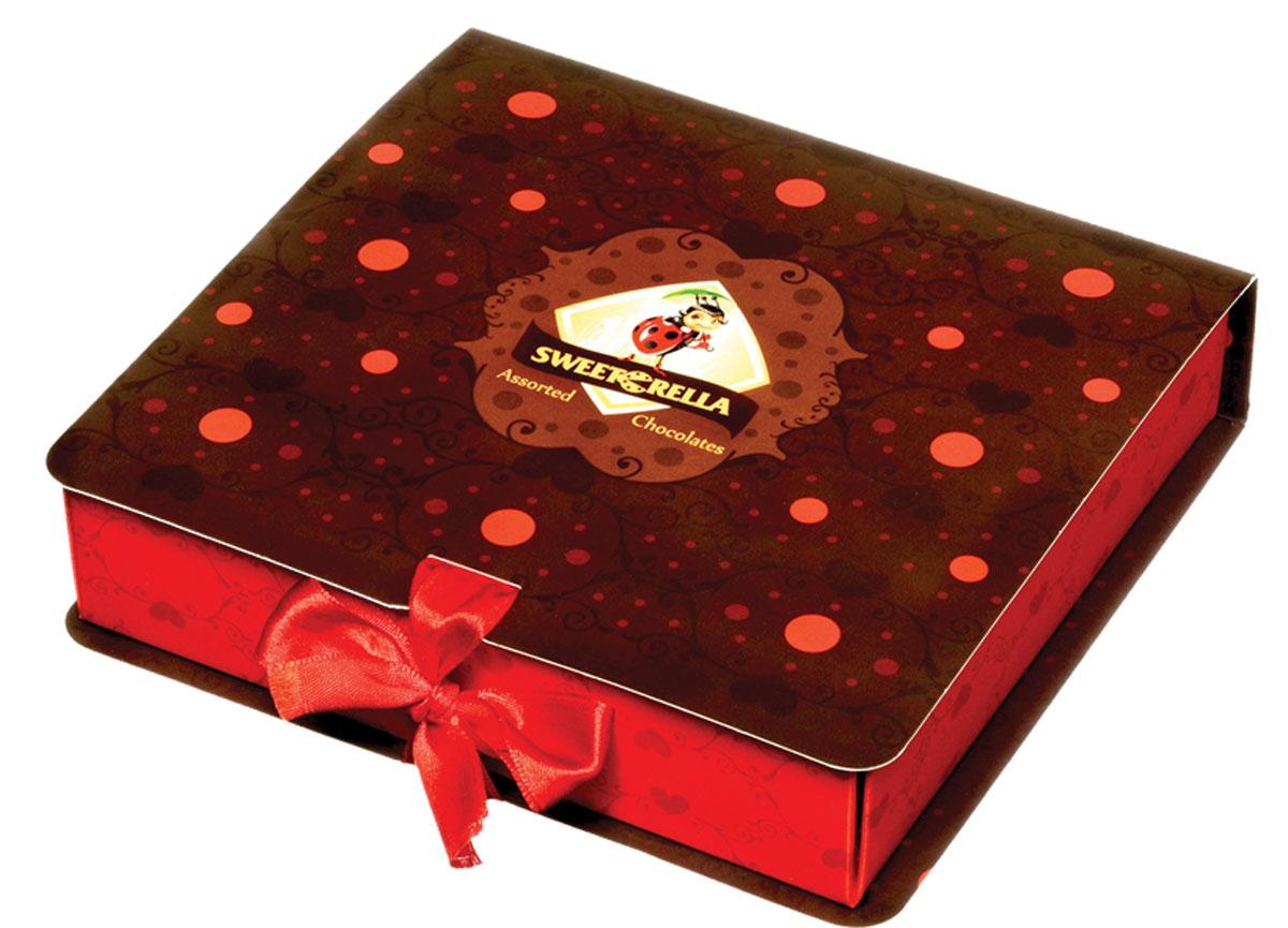 Sweeterella набор шоколадных конфет шоколадная книжка, 120 гББ10589Набор вкуснейших шоколадных конфет с начинками из детства в премиальной упаковке, выполненной в форме книжки с ленточкой! Набор шоколадных конфет с яркими начинками, напоминающие вкусы из детства и выполненные в необычной форме губок: - с начинкой Красная ягода в темном шоколаде; - с начинкой Садовые фрукты в молочном шоколаде; - с начинкой Цитрусовый микс в темном шоколаде.Уважаемые клиенты! Обращаем ваше внимание, что полный перечень состава продукта представлен на дополнительном изображении.