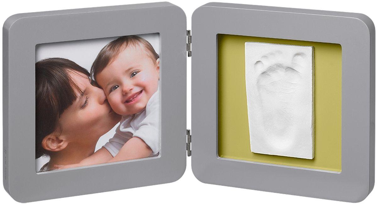 Baby Art Рамка для оттисков Модерн двойная с 4 подложками25051 7_зеленыйРамочка с отпечатком от компании Baby Art - это особый подход к созданию очаровательного подарка на память для этого особого периода жизни, с фотографией и обоими отпечатками ручки и ножки вашего ребенка.- Быстро и легко сделать отпечаток: не надо запекать, нет необходимости в дополнительных материалах, все уже включено в набор! - Можно делать несколько проб до сушки. - Очень быстро: создание идеального слепка всего за 2 минуты (не включая процесс сушки).