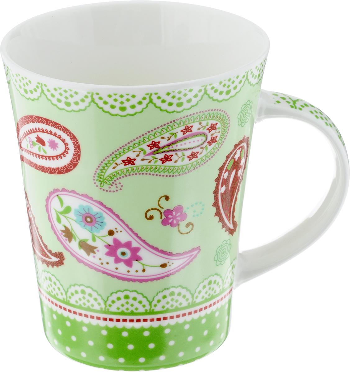 Кружка Loraine, цвет: салатовый, красный, 400 мл. 2211654 009312Кружка Loraine изготовлена из высококачественного фарфора. Изделие оформлено ярким рисунком. Благодаря своим термостатическим свойствам, изделие отлично сохраняет температуру содержимого - морозной зимой кружка будет согревать вас горячим чаем, а знойным летом, напротив, радовать прохладными напитками. Такой аксессуар создаст атмосферу тепла и уюта, настроит на позитивный лад и подарит хорошее настроение с самого утра. Это оригинальное изделие идеально подойдет в подарок близкому человеку. Диаметр (по верхнему краю): 9 см.Высота кружки: 11 см. Объем: 400 мл.