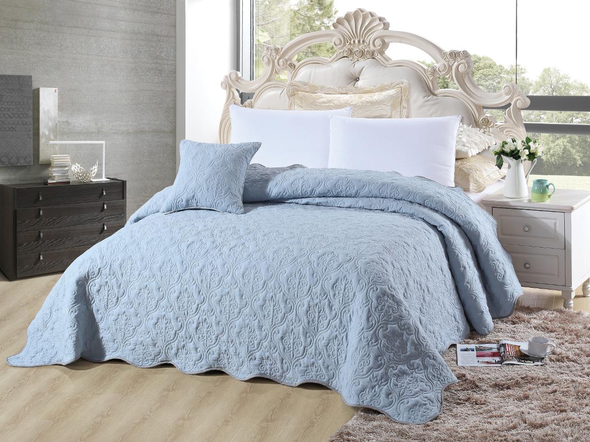 Покрывало Cleo Андора, цвет: сине-голубой, 220 х 240 смCLP446Покрывало Cleo коллекции «Андора» придаст романтический дизайн интерьеру в вашей комнате. В изготовлении покрывала используется полиэстер - синтетическая ткань, мягкая и приятная на ощупь. Данный материал обладает рядом преимуществ: не требуют особого ухода, пропускает воздух, дарит приятную и легкую прохладу, это особенно важно жаркие дни, очень быстро сохнет, легко стирается, не мнется, не тянется, краски останутся яркими и сочными долгое время. Покрывало Cleo коллекции «Андора» - это великолепный сюрприз для вас и ваших близких. Благодаря своей цветовой гамме, вы всегда можете найти то, чего вам не хватало в интерьере!