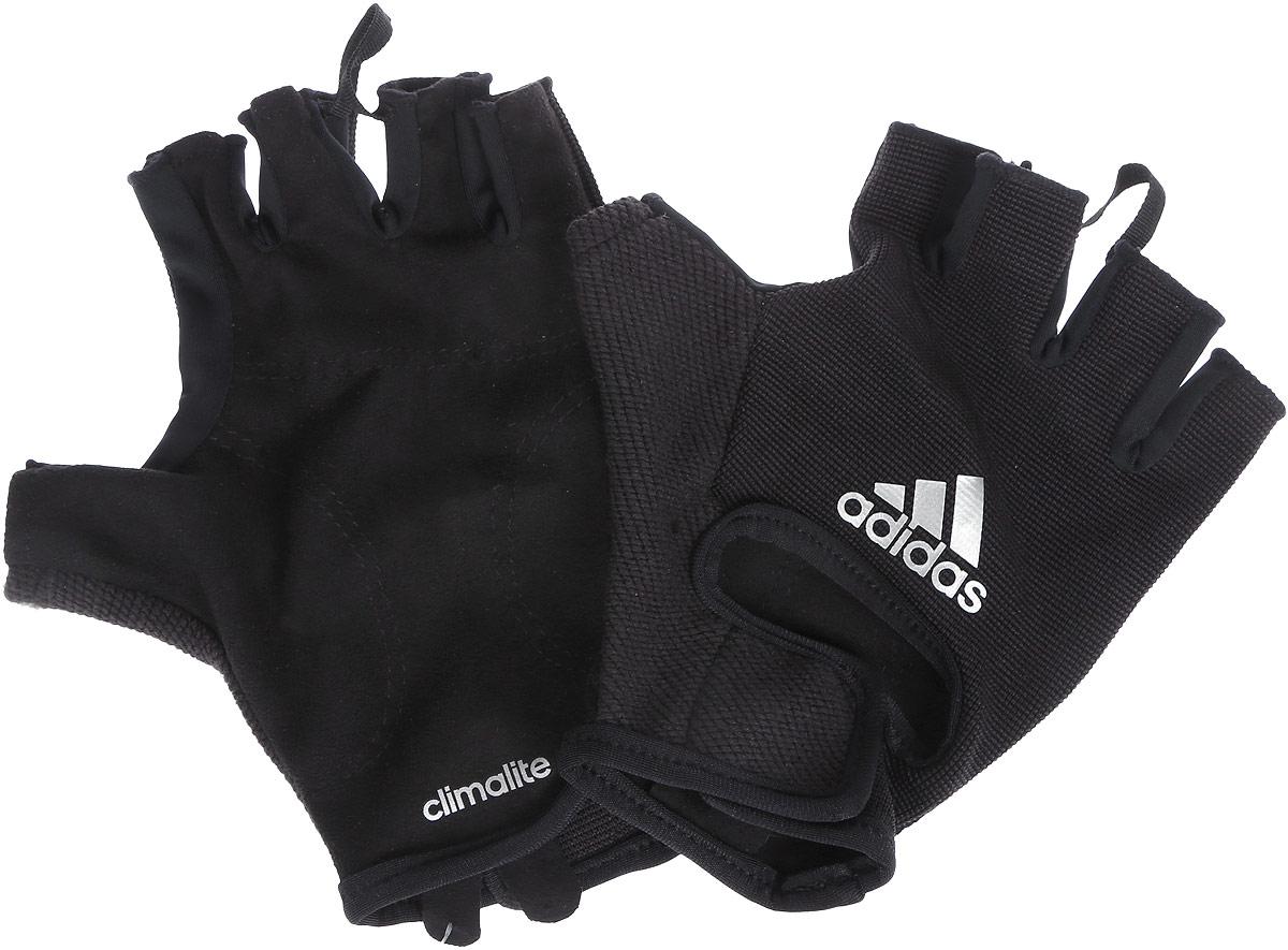 Перчатки для фитнеса adidas Clite Vers Glov, цвет: черный. S99622. Размер L (22)Tws-112/158-7131Эластичные тренировочные перчатки Adidas Clite Vers Glov обеспечат вашим рукам дополнительную защиту во время хвата. Выполнены из высококачественного материала (92% полиэстер, 8% эластан - сетка) с технологией Сlimalite эффективно отводит излишки влаги, а специальная вставка в области большого пальца - поглощает. Мягкая замшевая часть на ладони. Удобный ремешок на липучке для плотной посадки на запястье. Функциональная петелька между пальцами служит для легкого снимания.