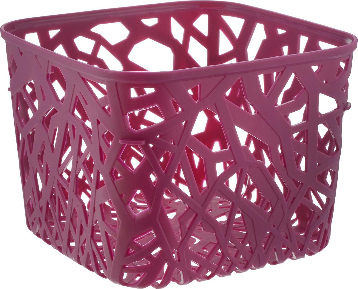 Корзина универсальная Curver Neo Colors, цвет: ярко-фиолетовый, 19 x 19 x 14 смRG-D31SУниверсальная корзина Curver Neo Colors изготовлена из высококачественного пластика и дополнена перфорированными стенками и дном. Такая корзина непременно пригодится в быту, в ней можно хранить кухонные принадлежности, специи, аксессуары для ванной и другие бытовые предметы, диски и канцелярию. Размер корзины: 19 х 19 х 14 см.