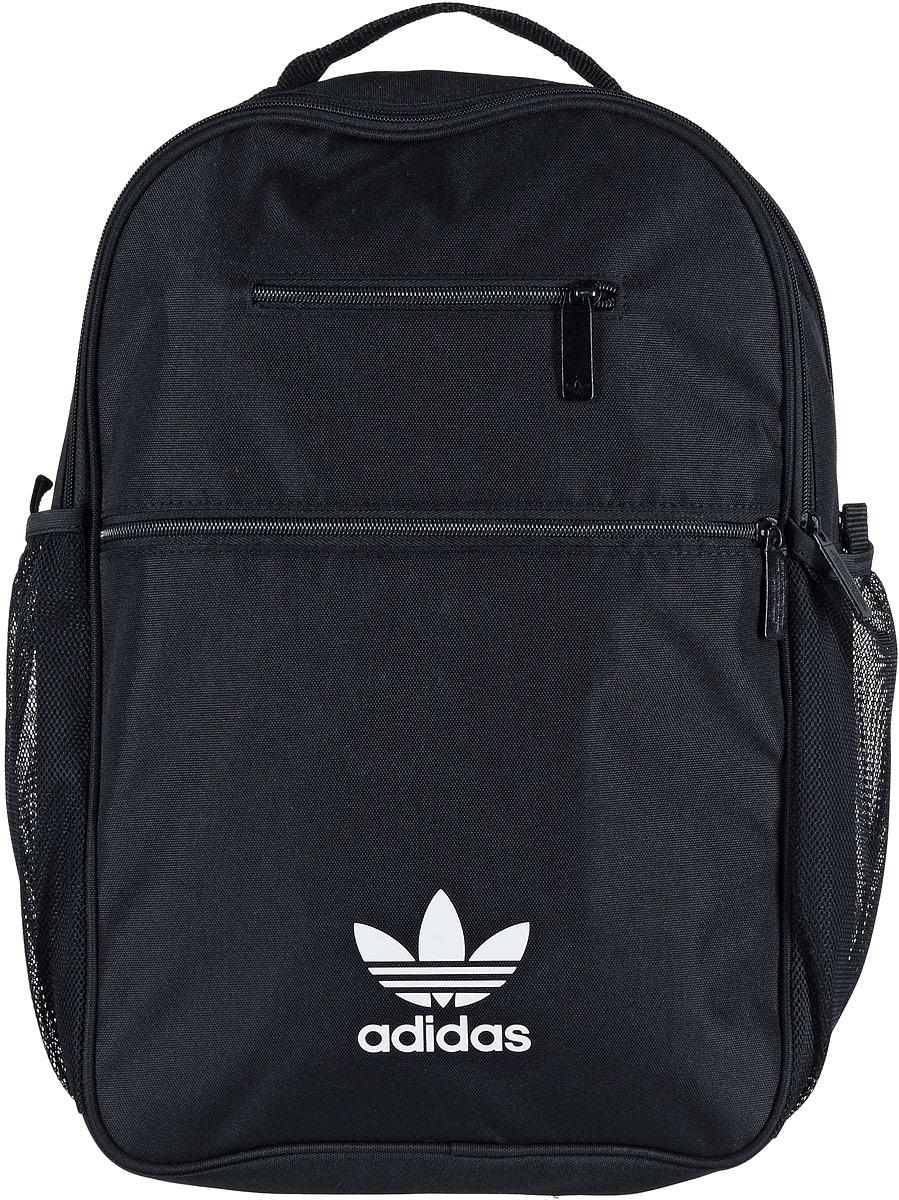 Рюкзак спортивный Adidas Trefoil, цвет: черный, 23 лZ90 blackСпортивный рюкзак Adidas Trefoil выполнен из полиэстера.Изделие имеет два отделения, которые застегиваются на застежки-молнии. Одно отделение предназначено для ноутбука. Внутри другого находятся два накладных кармана, один из которых на застежке-молнии. Снаружи, на передней стенке расположены накладной и прорезной карманы на застежках-молниях, по бокам - накладные сетчатые карманы для бутылок с водой.Рюкзак оснащен широкими регулируемыми лямками и ручкой для переноски в руке.