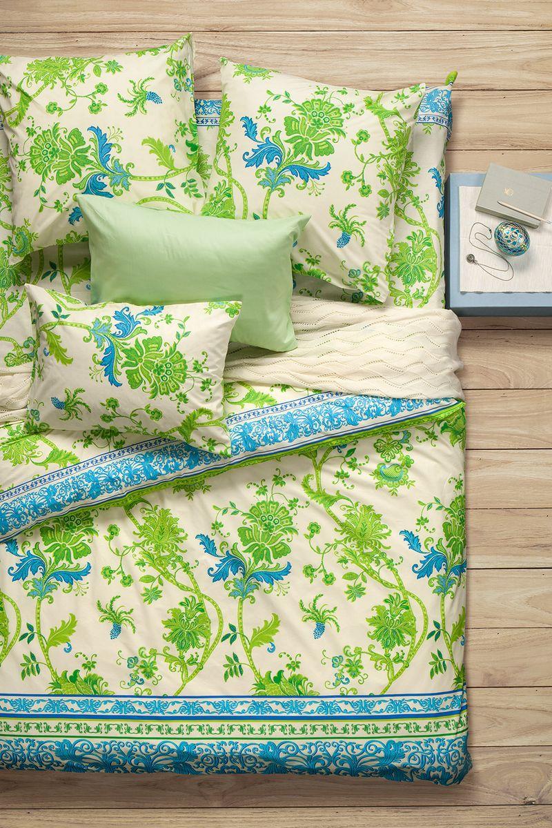 Комплект белья Sova & Javoronok Мелисса, 1,5-спальный, наволочки 70x70, цвет: белый, зеленый02030816255Коллекция постельного белья Sova & Javoronok «Мелисса» была вдохновлена разнообразными ароматами природы, каждый из которых имеет свои особенности и уникальные ноты. Комплект постельного белья, выполнен из поплина. Этот высококачественный материал отличается своей прочностью, экологичностью и мягкостью. Легкая и гигроскопическая ткань практически не мнется, поэтому белье не собирается в грубые складки даже во время самого беспокойного сна. Поплин приятен телу, поэтому не вызывает раздражения или аллергии и при этом обеспечивает максимально комфортный сон. Комплект постельного белья из поплина, в отличии от постельного белья из бязи, гораздо тоньше и имеет благородный блеск, который придает ему особую изысканность. Постельное белье не потеряет свой цвет и текстуру даже после многочисленных стирок.