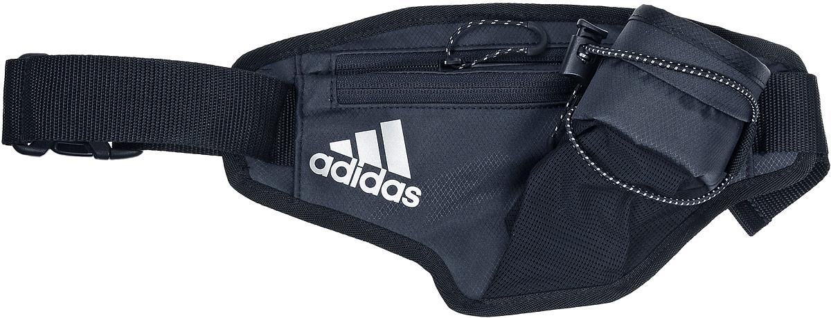 Сумка поясная для бега Adidas Running Bottle Waistbag, цвет: черный3B327Поясная сумка Adidas Running Bottle Waistbag станет незаменимой во время пробежек.Изделие, выполненное из полиэстера, имеет два нашивных кармана с застежками-молниями, внутри одного из которых находится накладной сетчатый карман, и нашивной карман для бутылки с водой, дополнительно фиксирующийся на эластичный регулируемый шнурок.Фиксируется сумка на поясе с помощью регулируемого ремешка с застежкой-фастекс.