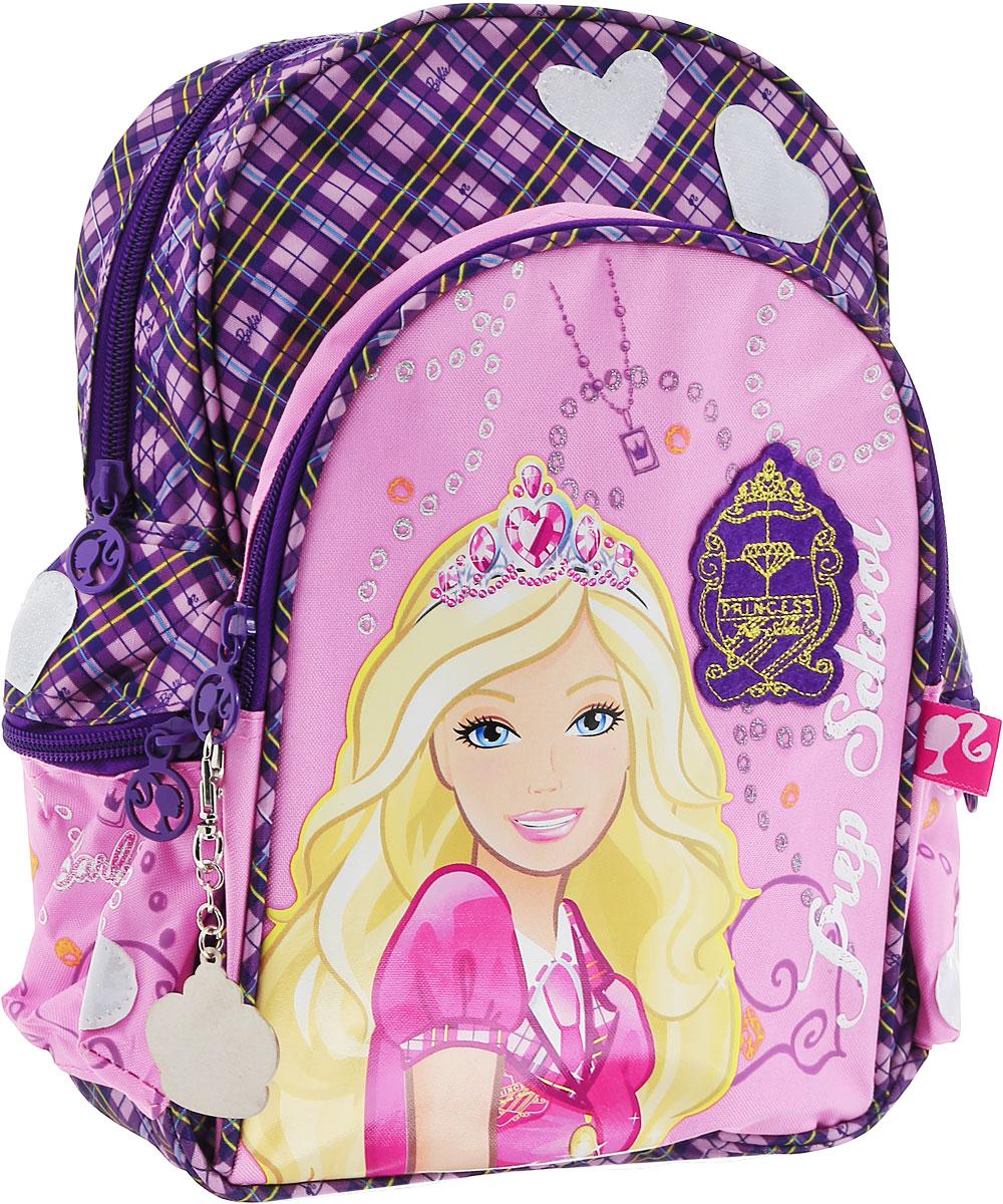 Рюкзак детский Barbie Princess In Progress, цвет: розовый, фиолетовыйMHBB-RT3-880Детский рюкзак Barbie Princess In Progress изготовлен из прочного полиэстера, украшен аппликацией с Barbie и оснащен светоотражательными элементами в форме сердечек. Корпус рюкзака мягкий, спинка и лямки уплотнены поролоном. Для комфортной переноски сверху рюкзак оснащен текстильной ручкой. Изделие имеет одно вместительное отделение. По бокам предусмотрены карманы на застежке-молнии. На лицевой части рюкзака располагается вместительный карман на молнии. Такой рюкзак с Barbie непременно понравится каждой девочке! Его можно брать с собой на прогулку или на учебу.