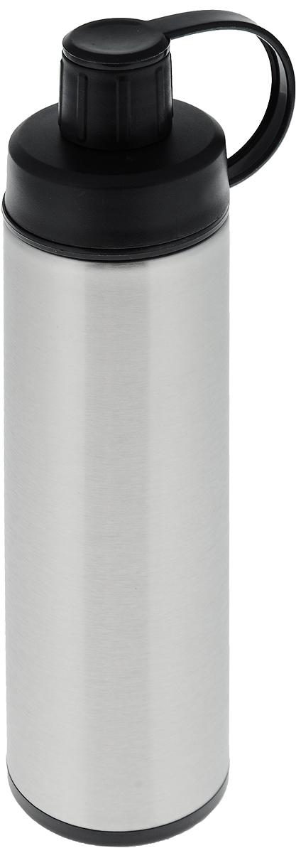 Спорт-термос Tescoma Constant, с ситечком, 0,5 л115510Двустенный спорт-термос Tescoma Constant выполнен из качественной нержавеющей стали, которая не вступает в реакцию с содержимым термоса и не изменяет вкусовых качеств напитка. Изделие снабжено пластиковым ситечком, которое позволит вам заваривать в термосе рассыпной чай, а также имеет крышку на ремне. Прочный и надежный термос станет незаменимым помощником не только для спортсменов, рыболовов, охотников, но и для путешественников и туристов. Не рекомендуется мыть в посудомоечной машине.Диаметр горлышка: 5 см.Диаметр основания термоса: 7 см.Высота термоса (с учетом крышки): 24,5 см. Размер ситечка: 4,5 х 4,5 х 2,5 см.