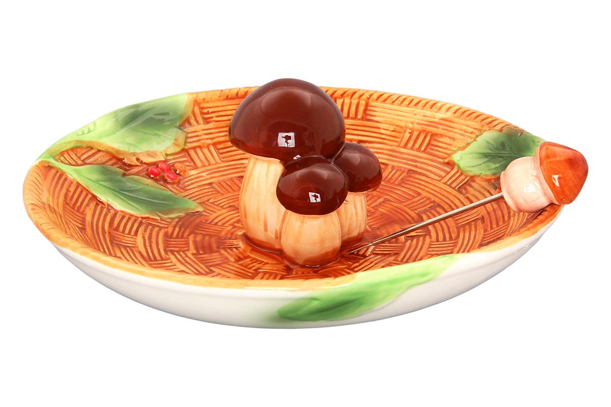 Блюдо сервировочное Elan Gallery Грибы, с вилкой, диаметр: 18 смVT-1520(SR)Сервировочное блюдо из коллекции Грибы оригинально украсит Ваш стол или кухню. Впишется в любой интерьер, особенно на даче. Размер блюда позволит подать как нарезку, так и целое горячее блюдо. Соберите всю серию Грибы, и Ваша сервировка не останется незамеченной! Изделие имеет подарочную упаковку.Размер блюда: 18 х 18 х 7 см.