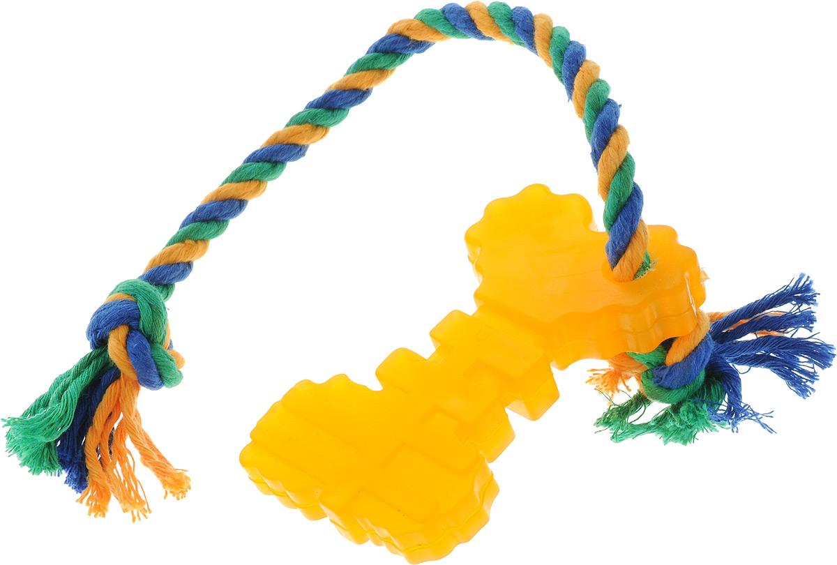Игрушка для собак Doglike Ключ, с канатом, длина 37 см0120710Игрушка Doglike Ключ служит для массажа десен и очистки зубов от налета и камня, а также снимает нервное напряжение. Игрушка представляет собой резиновый ключ с текстильным канатом. Она прочная и может выдержать огромное количество часов игры. Это идеальная замена косточке.Если ваш пес портит мебель, излишне агрессивен, непослушен или страдает излишним весом то, скорее всего, корень всех бед кроется в недостаточной физической и эмоциональной нагрузке. Порадуйте своего питомца прекрасным и качественным подарком.Размер игрушки: 10,5 х 6 х 2 см. Длина игрушки (с учетом каната): 37 см.