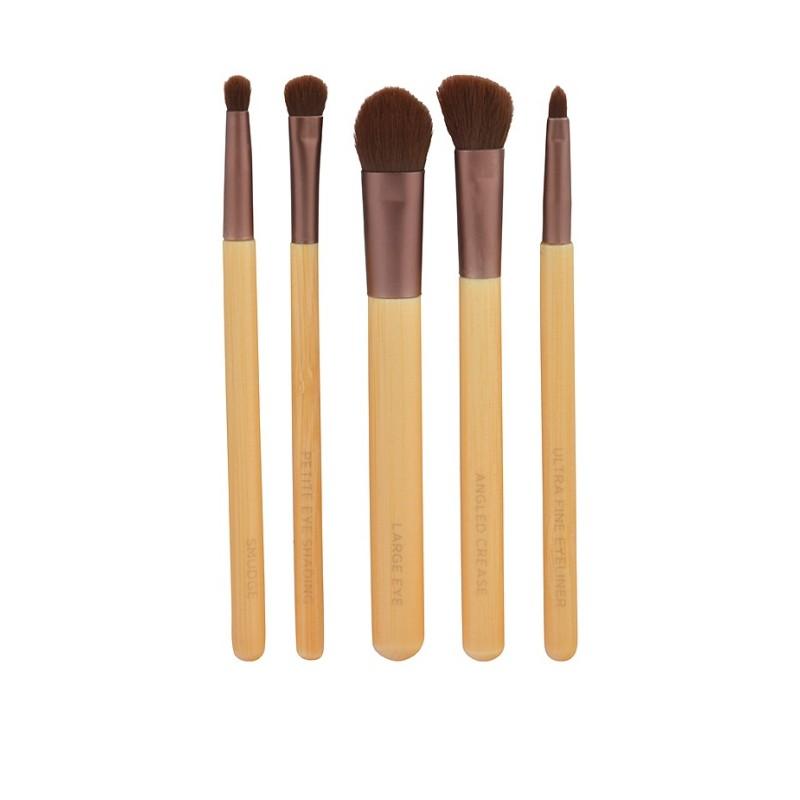 EcoTools Набор кистей для макияжа Essential Eye Set1227МСостав набора: большая кисть для век, угловая кисть, коническая кисть, маленькая затеняющая кисть, кисть для подводки, дорожную косметичку на молнииОдним из главных секретов создания профессионального мейкапа являются правильно подобранные кисти. Превосходный набор кистей для макияжа производства французской компании EcoTools поможет подчеркнуть красоту ваших глаз и создать фантастический образ. Набор включает в себя пять экологически чистых, мягких, плотно набитых, многофункциональных кисточек, изготовленных из искусственного эластичного ворса, который позволяет превосходно набирать и наносить косметику, не вызывая какой-либо дискомфорт в процессе использования.В комплект входит крупная кисть для хайлайтера и базы, скошенная кисточка для выделения складки века, кисть для нанесения и растушевки теней, кисточку для прорисовки уголков глаз, и также для нанесения и растушевки карандаша. Рукоятки кисточек выполнены из бамбука, комфортно помещаются в руке, наконечник выполнен из прочного алюминия, который гарантирует изделию прочность и долговечность. Набор кисточек порадует высоким качеством, функциональностью, и станет вашим незаменимым помощником в создании фантастического образа.