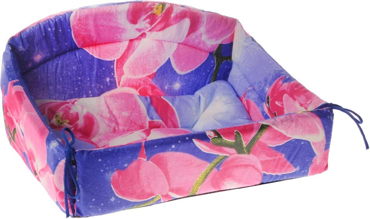 Лежак для животных Elite Valley Диван, цвет: фиолетовый, розовый, зеленый, 40 х 27 х 22 см0120710Изящный лежак Elite Valley Диван обязательно понравится вашему питомцу. Изделие выполнено из высококачественной бязи, а наполнитель - из поролона и синтепона. Он оснащен удобной спинкой и бортами, а также мягкой съемной подстилкой. Передний бортик лежака можно откинуть или зафиксировать вертикально при помощи шнурков. Компактные размеры позволят поместить лежак где угодно, а приятная цветовая гамма сделает его оригинальным дополнением к любому интерьеру.