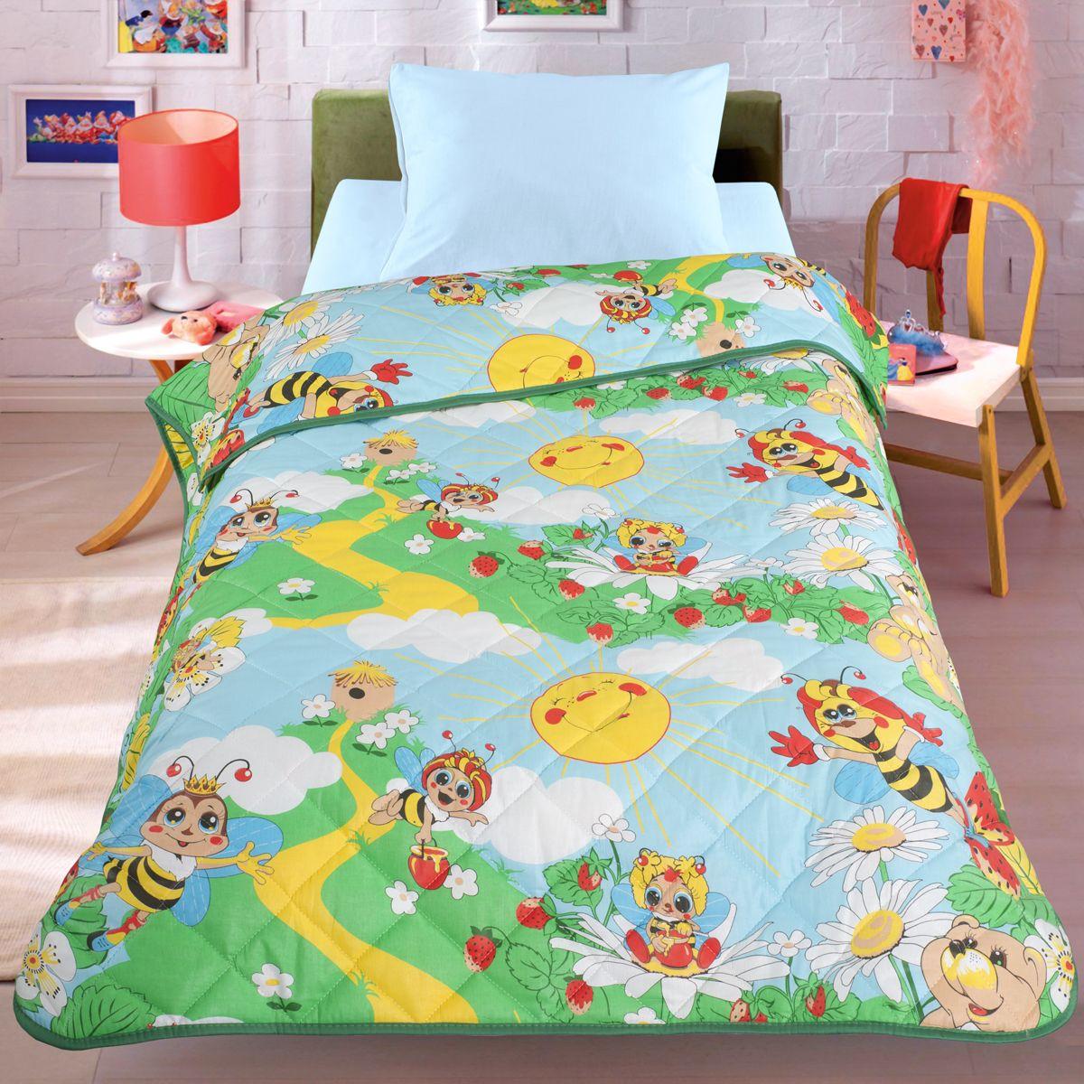 Покрывало-одеяло Letto Пчела, облегченное, цвет: зеленый, 140 x 200 смES-412Легкое оригинальное покрывало в чехле будет радовать вас и вашего малыша в течение всего года. Сидеть на таком покрывале будет приятно и комфортно - ведь оно выполнено из 100% хлопка. К тому же покрывало можно использовать и как одеяло на детскую кровать. Дизайн двусторонний. Наполнитель - силиконизированное волокно. Вашему ребенку не будет жарко под таким одеялом, а это значит он не будет раскрываться. Оно подлежит машинной стирке при температуре 30 гр., строго на деликатном режиме.