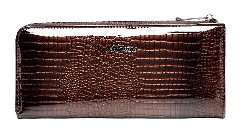 Кошелек женский Malgrado, цвет: коричневый. 76002-01411BM8434-58AEКлатч-кошелек Malgrado выполнен из натуральной лаковой кожи коричневого цвета с тиснением под рептилию. Клатч-кошелек закрывается на застежку-молнию. Внутри - два отделения для купюр, два кармана для бумаг, карман для мелочи на застежке-молнии и двенадцать кармашков для дисконтных карт, визиток и кредиток. На задней стенке с внешней стороны расположен карман на застежке-молнии.Модель клатча-кошелька очень актуальна благодаря качеству исполнения, оригинальному дизайну и удобному размеру.Клатч-кошелек упакован в фирменную металлическую коробку. Характеристики: Материал: натуральная кожа, текстиль, металл.Цвет: коричневый.Размер клатча-кошелька: 19,5 см х 9 см х 2 см.Размер упаковки: 23 см х 13 см х 5 см.Артикул: 76002-01411# Coffee.