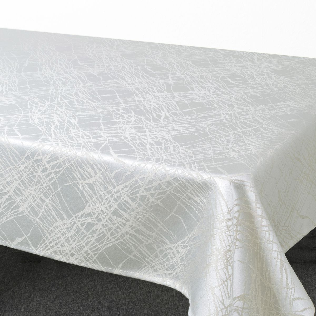Скатерть Schaefer, прямоугольная, цвет: серый, 130 х 170 см. 07813-4294054.4Стильная скатерть Schaefer выполнена из полиэстера.Изделия из полиэстера легко стирать: они не мнутся, не садятся и быстро сохнут, они более долговечны, чем изделия из натуральных волокон.Немецкая компания Schaefer создана в 1921 году. На протяжении всего времени существования она создает уникальные коллекции домашнего текстиля для гостиных, спален, кухонь и ванных комнат. Дизайнерские идеи немецких художников компании Schaefer воплощаются в текстильных изделиях, которые сделают ваш дом красивее и уютнее и не останутся незамеченными вашими гостями. Дарите себе и близким красоту каждый день!