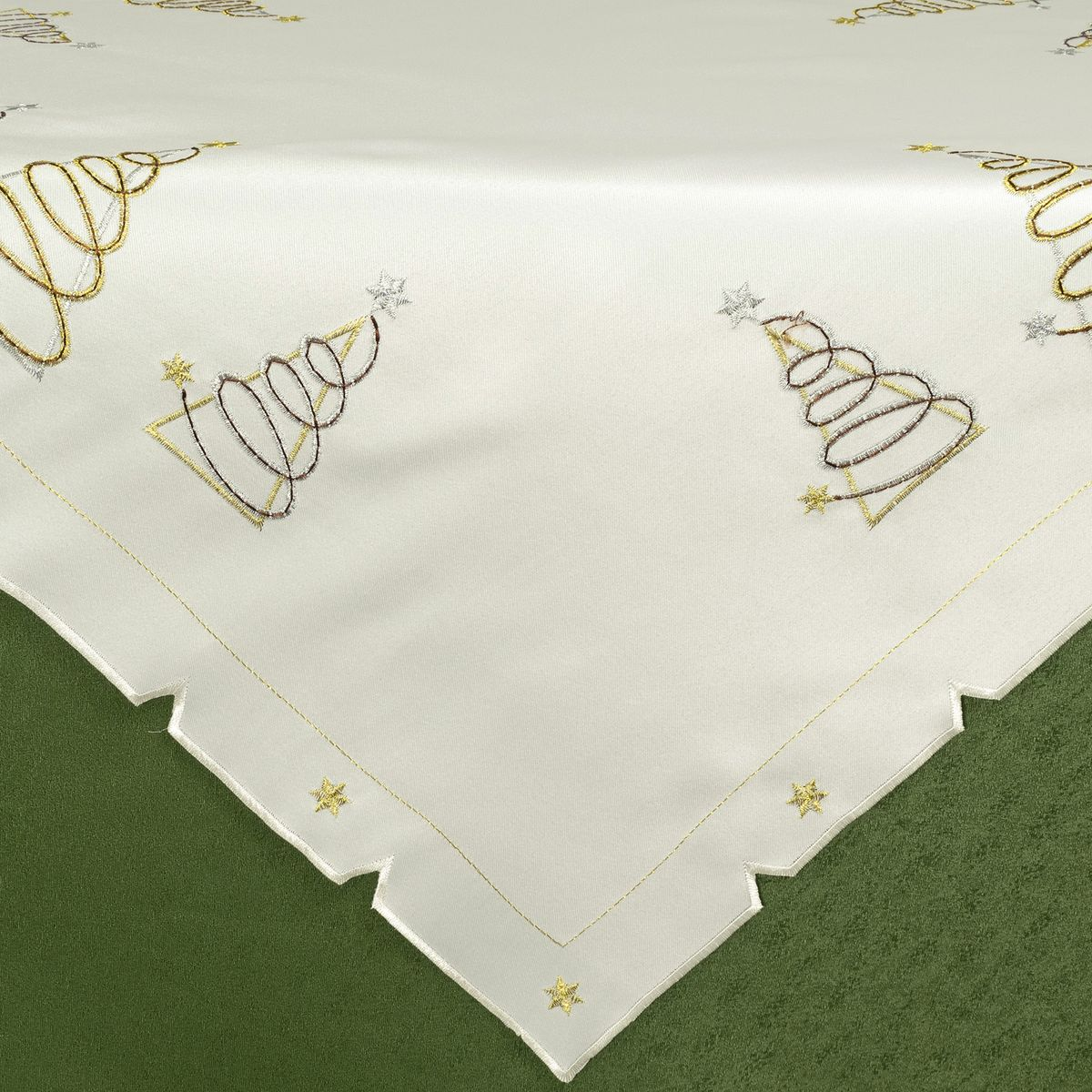 Скатерть Schaefer, квадратная, цвет: белый, 85 х 85 см. 07434-116-V2-B1501001186Стильная скатерть Schaefer, выполненная из полиэстера белого цвета, украшена вышивкой. Вышивка дает эффект объема за счет направления стежков при вышивании.Изделия из полиэстера легко стирать: они не мнутся, не садятся и быстро сохнут, они более долговечны, чем изделия из натуральных волокон.Немецкая компания Schaefer создана в 1921 году. На протяжении всего времени существования она создает уникальные коллекции домашнего текстиля для гостиных, спален, кухонь и ванных комнат. Дизайнерские идеи немецких художников компании Schaefer воплощаются в текстильных изделиях, которые сделают ваш дом красивее и уютнее и не останутся незамеченными вашими гостями. Дарите себе и близким красоту каждый день!