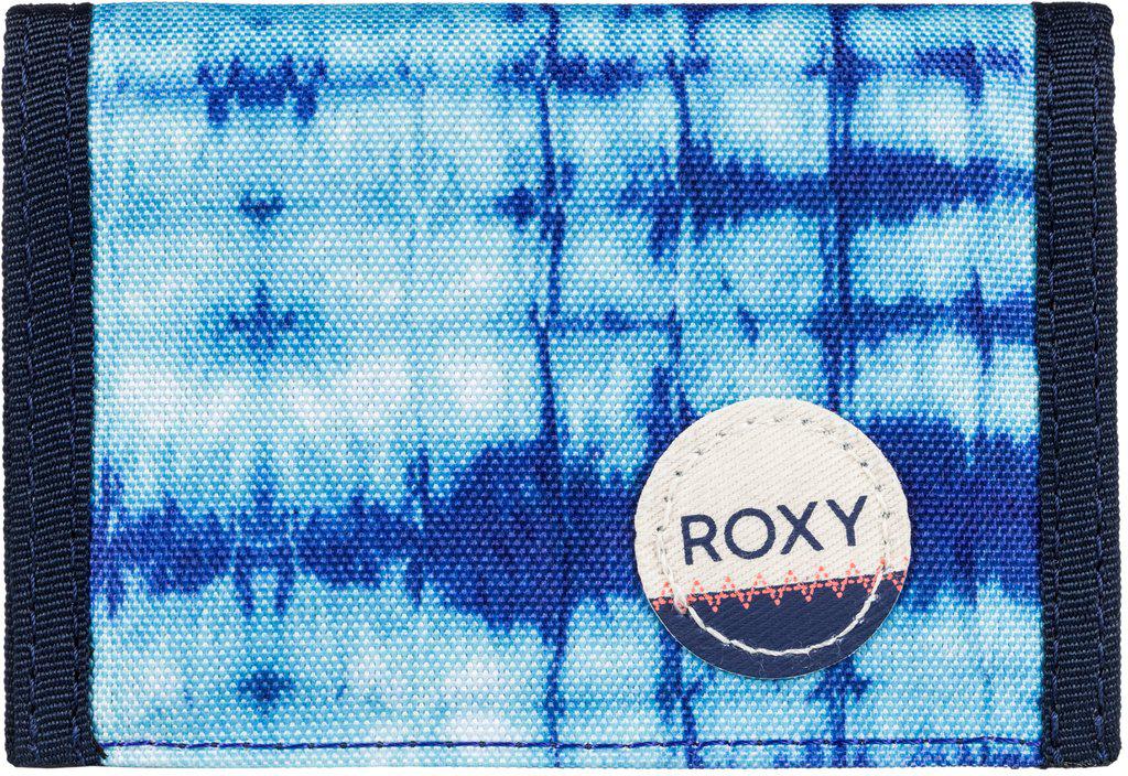 Кошелек женский Roxy Small Beach, цвет: синий. ERJAA03215-WBT71-022_516Женский кошелек от Roxy выполнен из полиэстера и оформлен оригинальным принтом. У модели складной дизайн, три секции, кармашек для мелочи на молнии, много отделений для карточек, отделение для банкнот. Застегивается на липучку Velcro, дополнен хлопчатобумажной нашивкой с логотипом.
