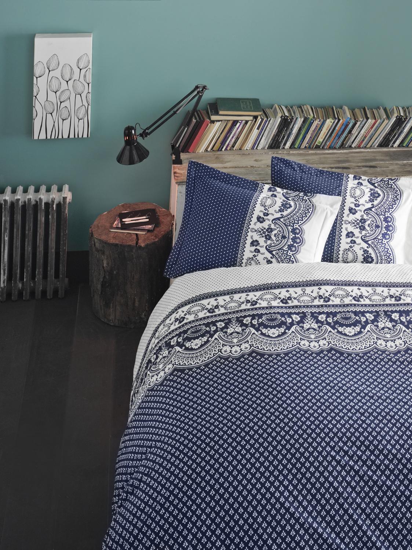 Комплект белья Clasy Canzone, евро, наволочки 50х70, цвет: синий391602Комплект постельного белья Clasy Canzone изготовлен в Турции из высококачественногоранфорса на одной из ведущих фабрик.Выбирая постельное белье Clasy Canzone вы будете приятно удивлены качественной выделкой ткани, красивыми и модными расцветками, а так же его отличным качеством. Все наволочки у комплектов Clasy Canzone имеют клапан без пуговиц и молнии. Пододеяльник с пуговицами.