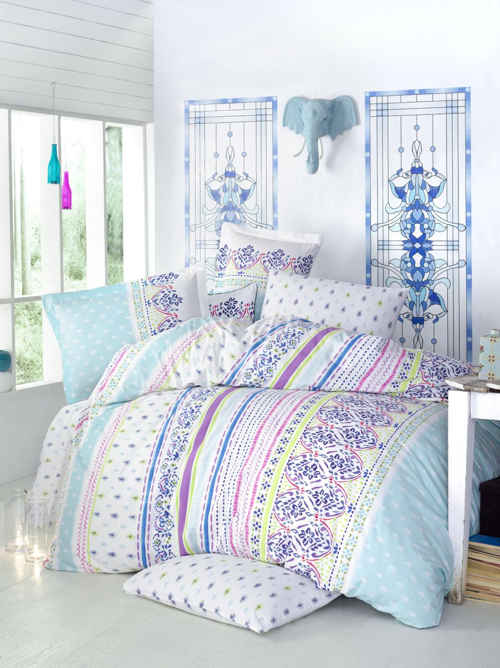 Комплект белья Clasy Route, семейный, наволочки 50х70, цвет: белый, голубой, фиолетовый391602Комплект постельного белья Clasy Route изготовлен в Турции из высококачественного ранфорса на одной из ведущих фабрик.Выбирая постельное белье Clasy Route вы будете приятно удивлены качественной выделкой ткани, красивыми и модными расцветками, а так же его отличным качеством. Все наволочки у комплектов Clasy Route имеют клапан без пуговиц и молнии. Все пододеяльники с пуговицами.