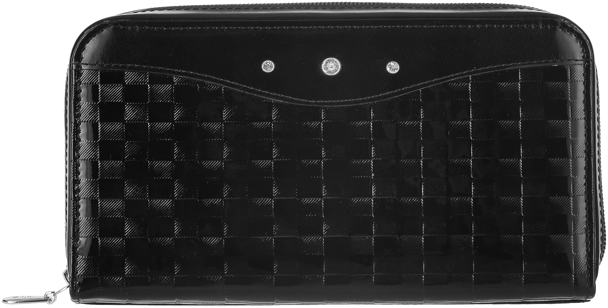 Портмоне женское Elisir Bottega black, цвет: черный. EL-LK269-PR0065-000BM8434-58AEЖенское портмоне Elisir выполнено из натуральной кожи с тиснением и оформлено блестящими кристаллами Swarovski. Портмоне закрывается на застежку-молнию и внутри содержит четыре отделения для купюр, карман на застежке-молнии для мелочи, двенадцать карманов для кредитных карт и два кармана для бумаг. В комплекте бархатный чехол для хранения. Портмоне упаковано в коробку с тиснением в виде логотипа Elisir.