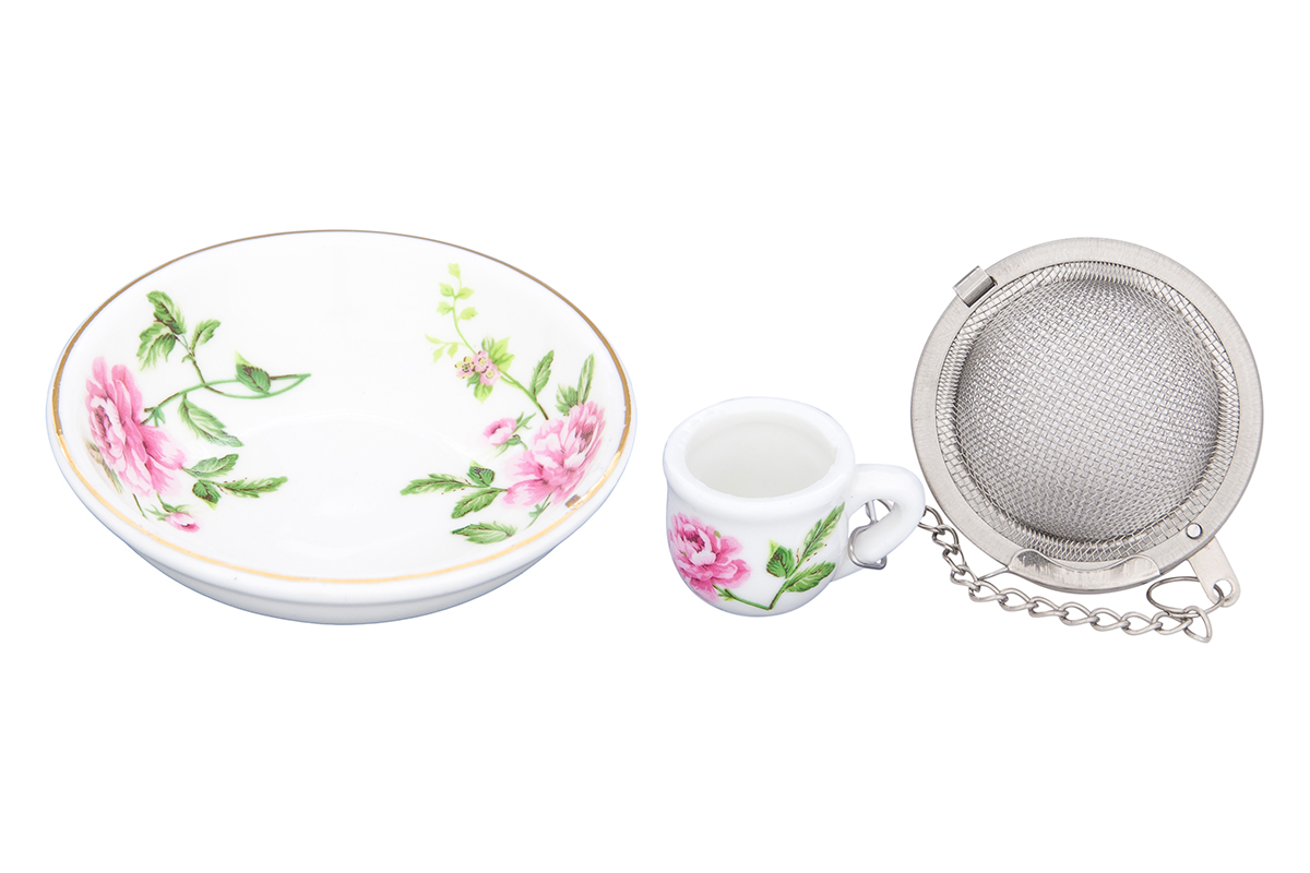 Набор для заваривания чая Elan Gallery Плетистая роза, 2 предмета54 009312Набор для заваривания чая из ситечка и подставки, с ярким рисунком Плетистая роза, придется по вкусу любой хозяйке. Приятный и полезный аксессуар на Вашей кухне. Дизайн наборов выверен учитывая все подробности. Все элементы тщательно выбраны и удачно подходят друг к другу. Модель состоит из материалов отличного качества красивой палитры. Этот набор марки Elan Gallery замечательно подойдут под ваш любимый наряд и покажут вас в выигрышной позиции и в театре и на вечеринке. Эта модель станет хорошей находкой для себя или презентом на день рождения. Великолепные наборы для чаепития Elan Gallery будут хорошим выбором для домашней коллекции. Размер подставки: 7,5 х 7,5 х 2 см. Объем: 40 мл.