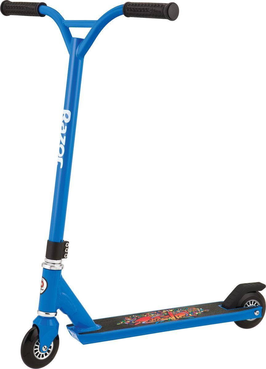 Самокат трюковой Razor Beast, цвет: синий, черный092503Детский самокат Razor Beast подойдет как для новичков, желающих освоить больше экстремальных трюков, так и для опытных райдеров, ищущих базу для супер-кастома. Изделие имеет стальную раму, 2 уретановых колеса с пластиковым диском, деку из авиационного алюминия и руль с прорезиненными ручками.Возраст: от 6 лет.Максимальная нагрузка: 100 кг.Размер деки (ДхШ): 48,5 х 10 см.Ширина руля: 46 см. Высота руля: 54 см.Диаметр колес: 10 см.Подшипники RZR 20.Тройной хомут.
