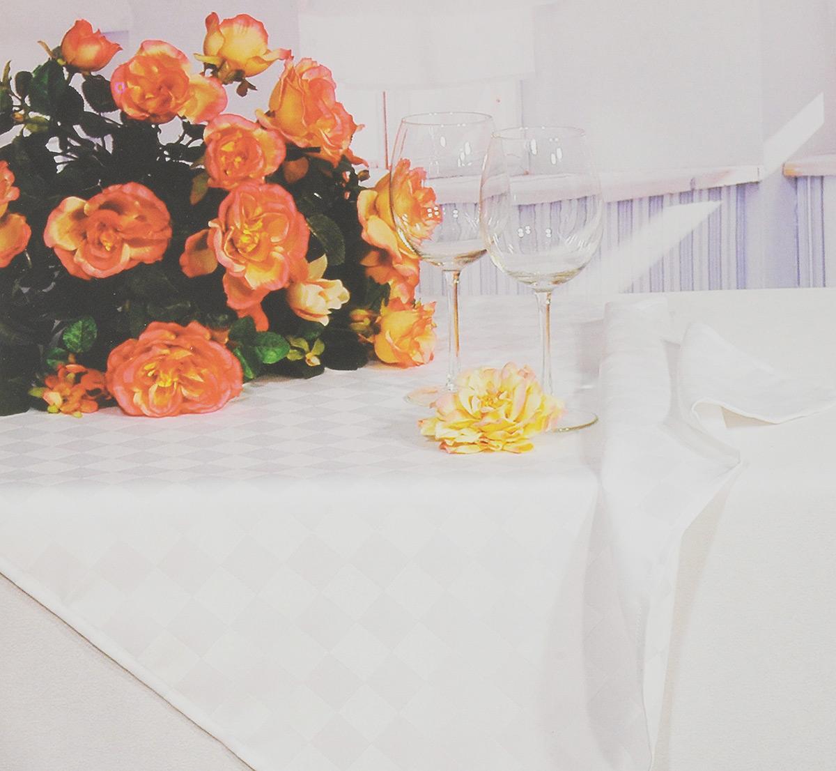 Скатерть Schaefer, прямоугольная, цвет: белый, 130 x 160 см. 4169/FB.01VT-1520(SR)Прямоугольная скатерть Schaefer, выполненная из полиэстера с оригинальным рисунком, станет изысканным украшением кухонного стола. За текстилем из полиэстера очень легко ухаживать: он не мнется, не садится и быстро сохнет, легко стирается, более долговечен, чем текстиль из натуральных волокон.Использование такой скатерти сделает застолье торжественным, поднимет настроение гостей и приятно удивит их вашим изысканным вкусом. Также вы можете использовать эту скатерть для повседневной трапезы, превратив каждый прием пищи в волшебный праздник и веселье. Это текстильное изделие станет изысканным украшением вашего дома!