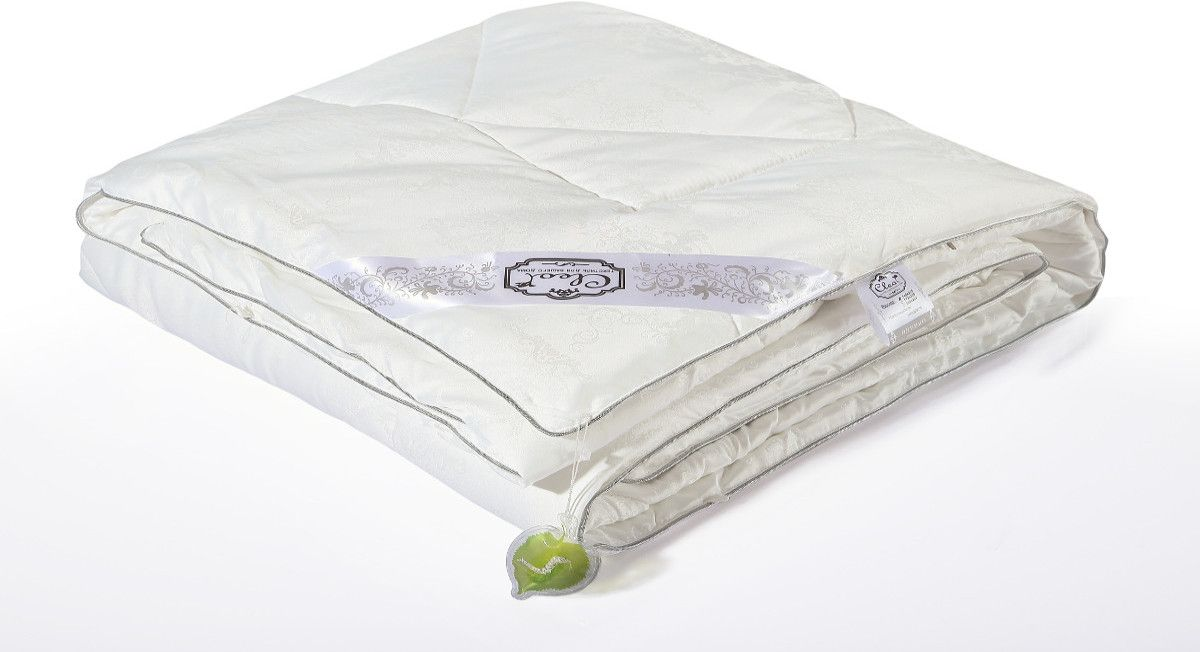 Одеяло Cleo Silk Blanket, облегченное, наполнитель: шелк, цвет: белый, 200 х 220 см96281375Одеяло Cleo Silk Blanket - прикосновение к роскоши! Коллекция Cleo Silk - это сочетание наполнителя из 100% шелка и жаккардового верха с уникальной вышивкой. В древности только высшим сословиям было доступно приобретение шелка, т.к. производство шелковой нити было сложным и долгим. Благодаря инновационным технологиям производство шелка стало быстрее и не таким трудоемким. И теперь мы с вами можем прикоснуться к роскоши и неге императоров. Шелк - это абсолютно гипоаллергенныйматериал, также он препятствует накоплению пыли внутри, что не позволит завестись плесени, грибкам и клещам. Подушки и одеяла Cleo Silk легкие, прекрасно дышат и подарят вам несомненную легкость облаков. Сон - лекарство, и во сне человек должен максимально получать удовольствие, коллекция Cleo Silk - забота о вашем отдыхе.