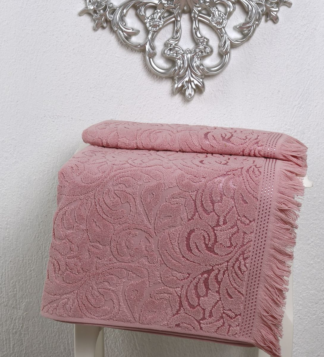 Полотенце Karna Esra, цвет: розовый, 50 х 90 см391602Махровое полотенце Karna Esra выполнено из 100% хлопка. Оно прекрасно впитывает влагу и быстро сохнет. Повсему полотенцу имеется привлекательный узор. По канту полотенца имеется нежная бахрома. Махровое полотенце из натурального хлопка, обладает гигиеническими качествами, очень мягкое, с объемнымравномерным ворсом, приятное на ощупь и к телу. Размер: 50 х 90 см.