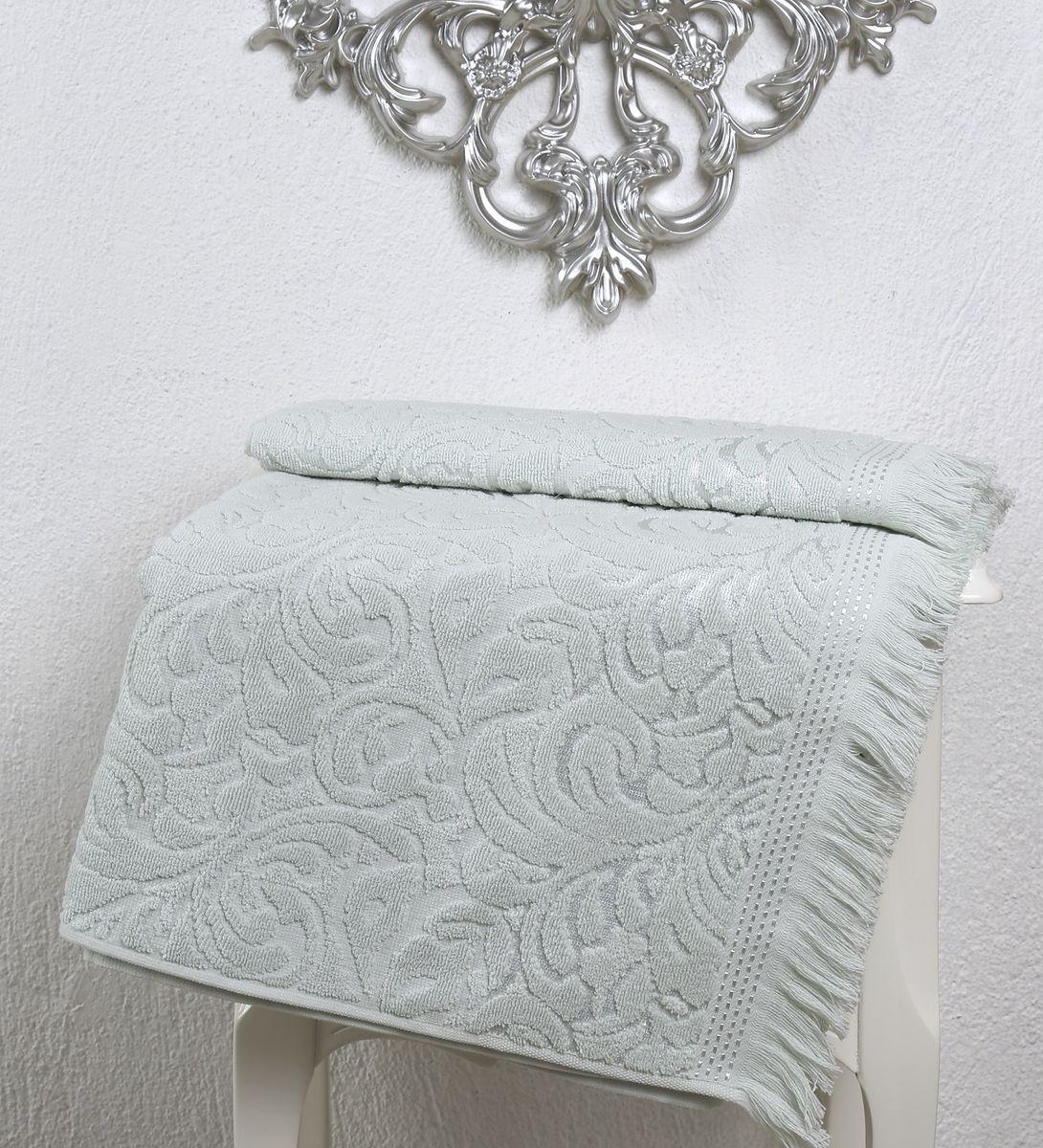 Полотенце Karna Esra, цвет: светло-зеленый, 50 х 90 см2194/CHAR007Полотенце махровое Karna изготавливают из высококачественных хлопковых нитей. Хлопковые нити прядутся из длинных волокон. Длина волокон хлопковой нити влияет на свойства ткани, чем длиннее волокна, тем махровое изделие прочнее, пушистее и мягче на ощупь. А также махровое изделие будет отлично впитывать воду и быстро сохнуть. На впитывающие качества махры (ее гигроскопичность), конечно же, влияет состав волокон. Махра абсолютно не аллергена, имеет высокую воздухопроницаемость и долгий срок использования ткани.Отличительной особенностью данной модели является её оригинальный рисунок (вышивка) и подарочная упаковка. Декор в виде вышивки и бахромы хорошо смотрится. Вышитые изображения отличаются своей долговечностью и практичностью, они не выгорают и не линяют.
