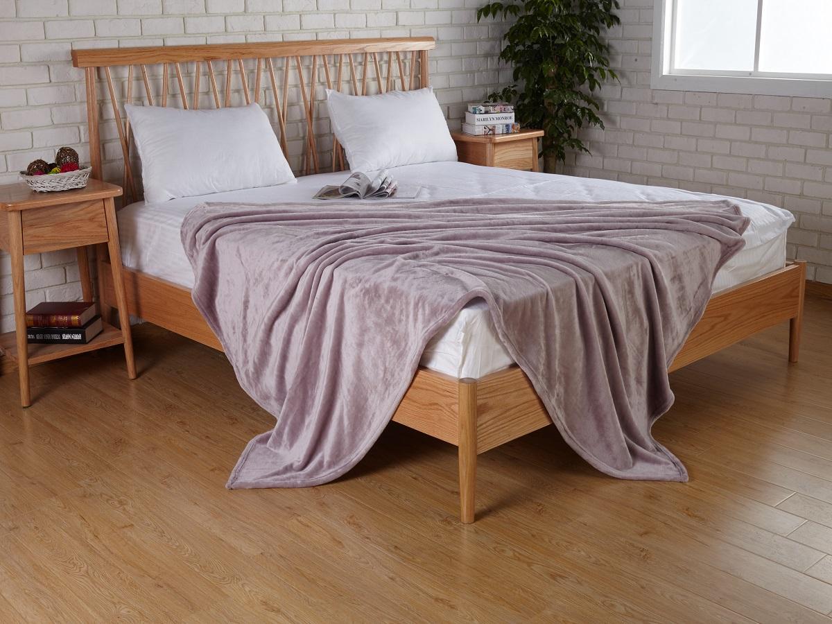 Плед Karna Elza, цвет: фиолетовый, 160 x 200 см5084/CHAR010Плед Karna изготовлен из 100% полиэстера. Полиэстер является синтетическим волокном. Ткань, полностью изготовленная из полиэстера, даже после увлажнения, очень быстро сохнет. Изделия из полиэстера практически не требовательны к уходу и обладают высокой устойчивостью к износу. Изделия из полиэстера не мнётся и легко стирается, после стирки очень быстро высыхает. Материал очень прочный, за время использования не растягивается и не садится. А так же обладает высокой влагонепроницаемостью.