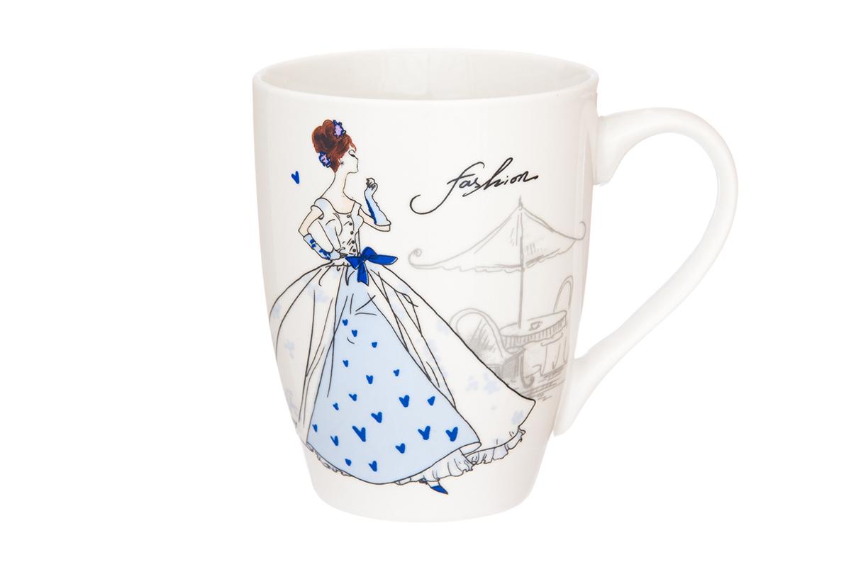 Кружка Elan Gallery Мода ретро, цвет: голубой, 370 мл115510Кружка классической формы объемом 370 мл с удобной ручкой. Подходят для любых горячих и холодных напитков, чая, кофе, какао. Изделие имеет подарочную упаковку, поэтому станет желанным подарком для Ваших близких! Не рекомендуется применять абразивные моющие средства.