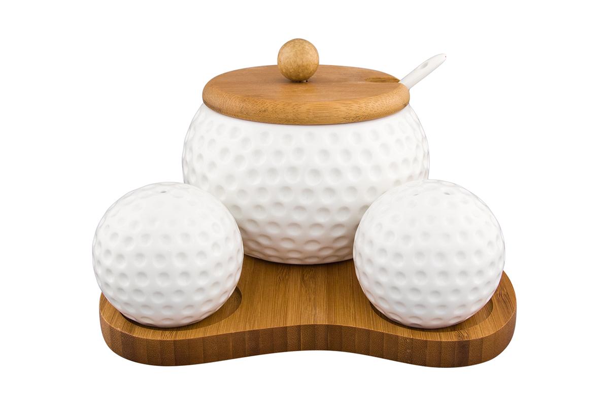 Набор для специй Elan Gallery Фантазия, на подставке, 5 предметов4630003364517Великолепный набор Elan Gallery Фантазия состоит из перечницы и солонки, сахарницы, изготовленных из фарфора, дополнены деревянной подставкой.Емкости для специй просты в использовании: стоит только перевернуть емкости, и вы с легкостью сможете поперчить или добавить соль по вкусу в любое блюдо.Этот набор оригинального дизайна и безукоризненного качества станет украшением вашего стола, а благодаря своим небольшим размерам он не займет много места на вашей кухне.Не рекомендуется применять абразивные моющие средства.