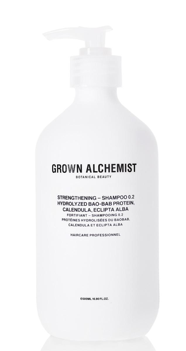 Grown Alchemist Укрепляющий шампунь 500 мл4602242002239Эффективная формула тщательно очищает волосы и восстанавливает после химического воздействия, горячих укладок и контактов с окружающей средой. Делает волосы здоровыми на вид, увлажненными, мягкими и блестящими.