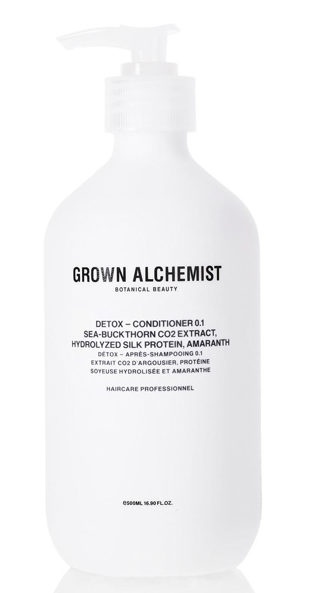 Grown Alchemist Детокс кондиционер 500 млFS-36054Высокоэффективный детокс-кондиционер для ежедневного использования. Очищает волосы и кожу головы от переработанных организмом свободных радикалов, появляющихся как из-за особенностей питания, так и из-за влияния окружающей среды (загрязнения воздуха, UVB/UVA-лучи). Кондиционер обладает защитными свойствами и придает волосам здоровый блеск, заметно укрепляет их, облегчает расчесывание.