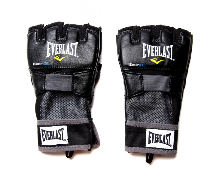 Перчатки гелевые Everlast Evergel Weight Lifting. Размер XLBGS-2039Эти боксерские перчатки прекрасно подходят как для тренировок по боксу, так и для тяжелой атлетики. Их ключевые особенности это:Инновационная технология Evergel™, которая не только обеспечивает прекрасную амортизацию ударов, но и гарантирует безопасность суставов пальцев при тренировках.Технология Evergrip™, которая защищает поверхность ладони при занятиях тяжелой атлетикой и фитнесом, а также обеспечивает прочность и долговечность перчаток.
