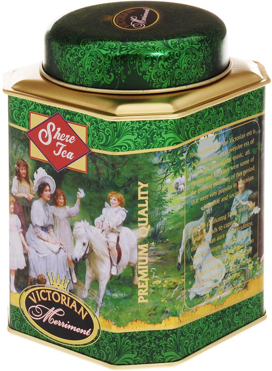 Shere Tea Викторианское веселье чай черный листовой, 250 г00-00000408Стандарт РЕКОЕ - ровный крупнолистовой чай, скрученный в форме мелкой гальки. Этот чай состоит из более коротких и более взрослых, чем OP листьев. В сбор идут, как правило, вторые листья от почки. Поэтому в этом чае меньше содержание кофеина, чем в ОР, но зато он имеет более выраженную горчинку во вкусе, что нравится многим любителям чая. Чем более взрослый лист, тем в нем больше танина и дубильных веществ, которые и дают эту самую горчинку. Чай имеет яркий, прозрачный и интенсивный настой. Приятный с терпкостью вкус с хорошо выраженным ароматом.Знак в виде Льва с 17 пятнышками на шкуре - это гарантия Цейлонского Чайного Бюро на соответствие чая высокому стандарту качества, установленному Правительством и упакованному только в пределах Шри-Ланки.