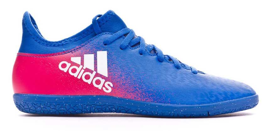 Бутсы для футзала для мальчика adidas X 16.3 in j, цвет: синий, красный. BB5720. Размер 35 (34,5)BB5720Бутсы для мальчика Adidas X 16.3 in j с верхом techfit обеспечивает идеальную посадку без разнашивания и траты времени на шнуровку. Модель с классической шнуровкой.Стелька, выполненная из мягкого текстиля, обеспечивает комфорт и отличную амортизацию. Легкая подошва Chaos, адаптированная для игры в зале, обеспечивает безупречное сцепление с гладкими полированными поверхностями для игры на максимальных скоростях.
