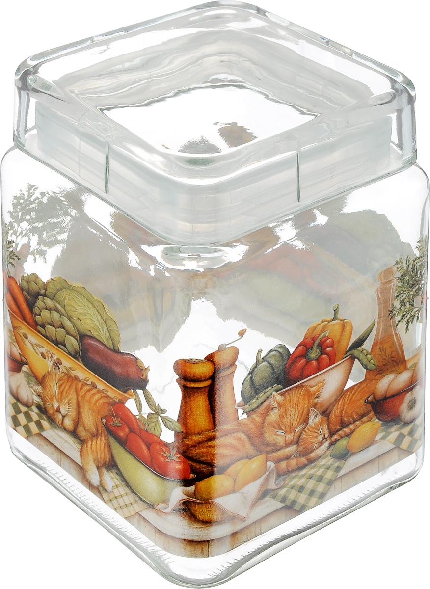 Банка для сыпучих продуктов SinoGlass Ленивый повар, 1,24 лSI-9358273-ALБанка для сыпучих продуктов SinoGlass Ленивый повар изготовлена из прочного стекла и оснащена крышкой, которая плотно закрывается благодаря пластиковой вставке на верхней части банки. Внутри сохраняется герметичность, и продукты дольше остаются свежими. Изделие предназначено для хранения различных сыпучих продуктов: круп, чая, сахара, орехов и много другого. Функциональная и вместительная банка станет незаменимым аксессуаром на любой кухне. Объем: 1,24 л.Размер основания: 11 х 11 см.Высота банки (с учетом крышки): 15,5 см.