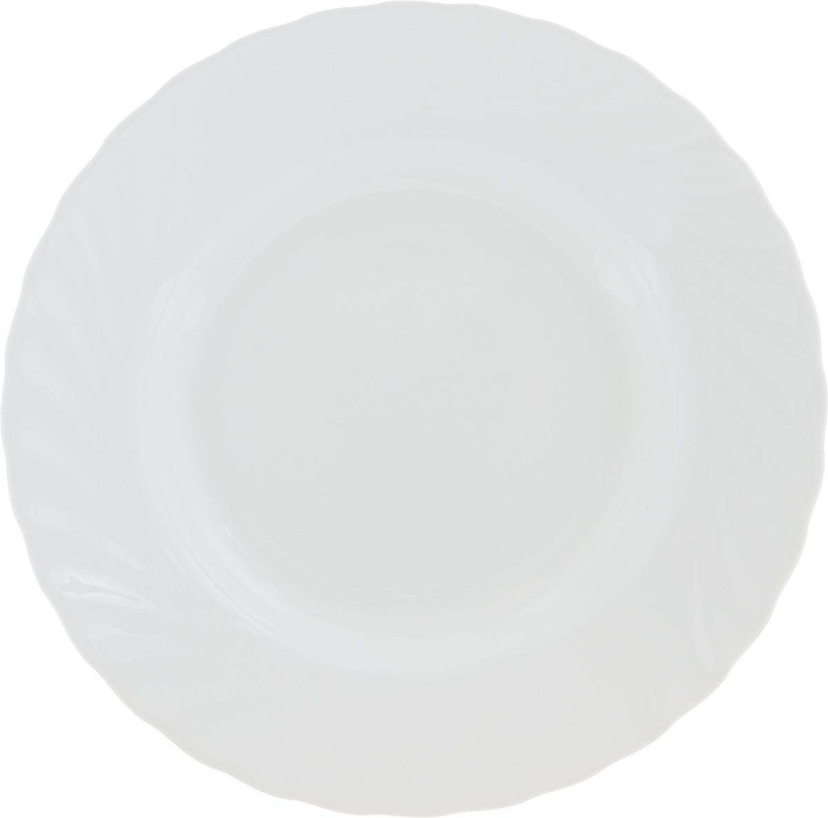 Тарелка суповая Luminarc Trianon White, диаметр 22 см115510Суповая тарелка Luminarc Trianon White, выполненная из высококачественной стеклокерамики, оформлена в классическом стиле. Изящный дизайн придется по вкусу и ценителям классики, и тем, кто предпочитает утонченность. Тарелка Chinbull идеально подойдет для сервировки стола и станет отличным подарком к любому празднику.Диаметр (по верхнему краю): 22 см.Высота стенки: 6 см.
