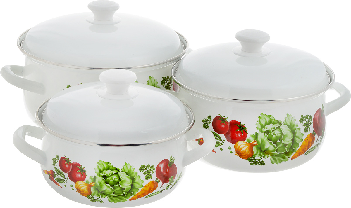 Набор посуды КМК Поварской-1, 6 предметов54 009312Набор посуды КМК Поварской-1, состоящий из трех кастрюль с крышками, изготовлен из высококачественной стали с эмалированным покрытием. Каждая кастрюля дополнена рецептом первых блюд. Эмалированное покрытие славиться своей безопасностью и добротностью. Эмалевое покрытие, являясь стекольной массой, не вызывает аллергии и надежно защищает пищу от контакта с металлом. Внутренняя поверхностьидеально ровная, что значительно облегчает мытье. Покрытие устойчиво к механическому воздействию, не царапается и не сходит, а стальная основа практически не подвержена механической деформации, благодаря чему срок эксплуатации увеличивается. Кастрюли оснащены крышками, выполненными из стали с эмалированным покрытием. Крышки плотно прилегают к краям кастрюль, сохраняя аромат блюд, и имеют удобные пластиковые ручки. Подходят для газовых, электрических и керамических плит. Можно мыть в посудомоечной машине. Высота стенок кастрюль: 9,5 см, 11,5 см, 12,5 см. Диаметр кастрюль (по верхнему краю): 20,5 см, 23 см, 26 см.Ширина кастрюль (с учетом ручек): 26 см, 28,5 см, 32 см.Объем кастрюль: 2 л, 3 л, 5,5 л.