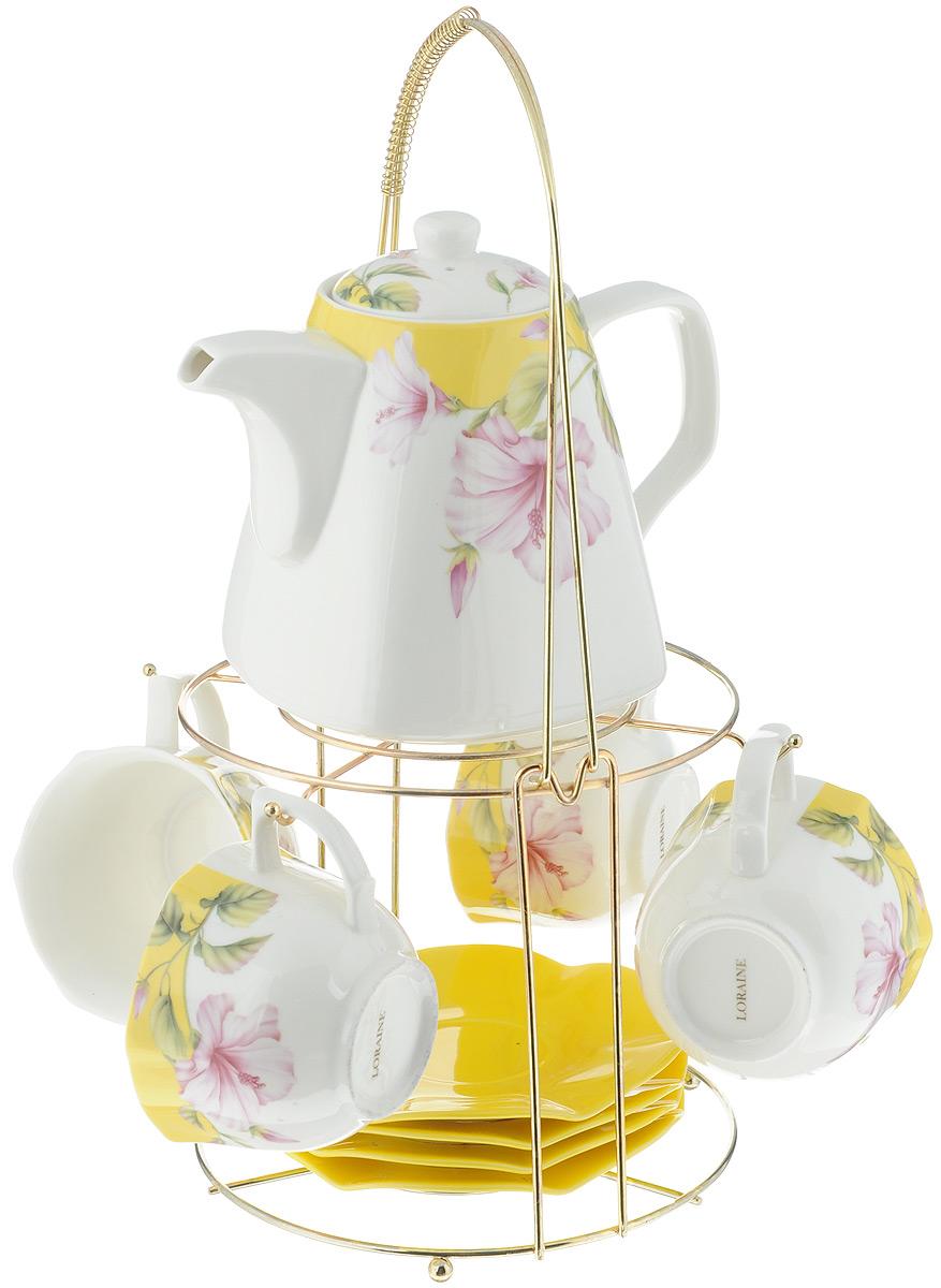 Набор чайный Loraine, на подставке, 10 предметов. 2473625931Чайный набор Loraine состоит из 4 чашек, 4 блюдец, заварочного чайника и подставки. Посуда изготовлена из качественной глазурованной керамики и оформлена изображением цветов. Блюдца и чашки имеют необычную фигурную форму. Все предметы располагаются на удобной металлической подставке с ручкой. Элегантный дизайн набора придется по вкусу и ценителям классики, и тем, кто предпочитает современный стиль. Он настроит на позитивный лад и подарит хорошее настроение с самого утра. Чайный набор Loraine идеально подойдет для сервировки стола и станет отличным подарком к любому празднику. Можно использовать в СВЧ и мыть в посудомоечной машине. Объем чашки: 250 мл. Размеры чашки (по верхнему краю): 8,7 х 9 см. Высота чашки: 6,2 см. Диаметр блюдца: 14 см. Высота блюдца: 1,5 см.Объем чайника: 1,1 л. Размер чайника (без учета ручки и носика): 13 х 13 х 13 см. Размер подставки: 18 х 18 х 37 см.