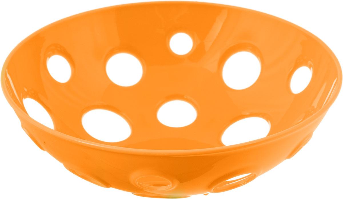 Миска для фруктов и овощей Tescoma Vitamino, глубокая, цвет: оранжевый, диаметр 28 см642782_оранжевыйГлубокая миска Tescoma Vitamino выполнена из высококачественного прочного пластика. Изделие прекрасно подходит для хранения свежих овощей и фруктов, например, яблок, груш, слив, мандаринов, помидоров, а также для ополаскивания их под проточной водой. Миска оснащена большими отверстиями для максимального доступа воздуха к хранимым продуктам. Фрукты и овощи в таком изделии дозревают естественным путем и дольше остаются свежими.Подходит для холодильника и посудомоечной машины.Размер миски: 28 х 28 х 9 см.