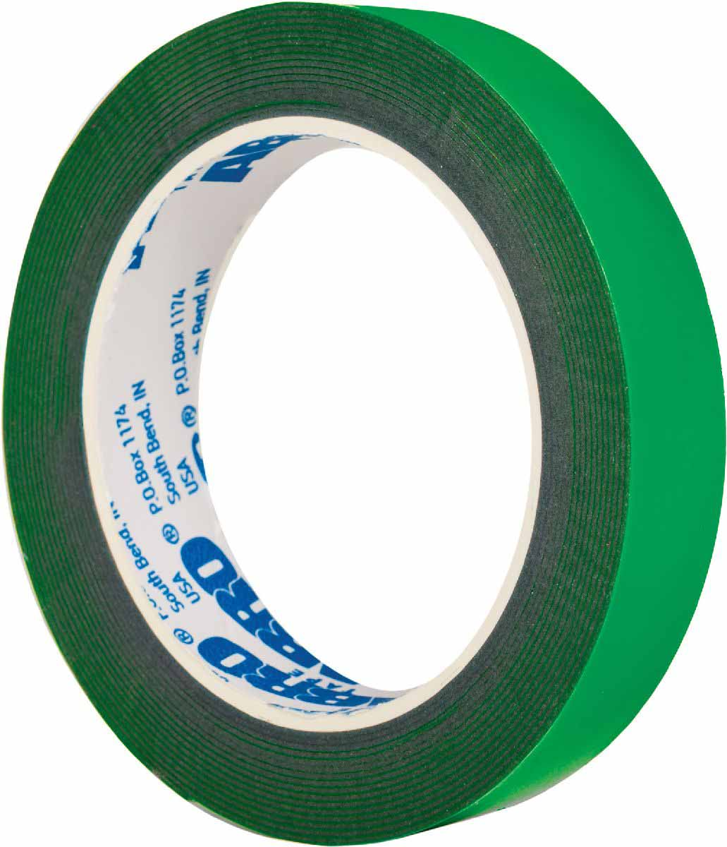 Лента клейкая двухсторонняя Abro Masters, цвет: зеленый, 12 мм х 5 мRC-100BWCДвусторонняя лента АBRO состоит из 2-х клеевых слоев, несущей основы из пеноматериала и защитного слоя. Основа из вспененного материала придает ленте способность принимать форму поверхности, заполняя ее неровности, и делает ленту идеальным средством для соединения материалов с шероховатыми и неровными поверхностями. Клеевые соединения, полученные с помощью этих лент, обладают шумоизоляционными и демпфирующими свойствами, отлично противостоят вибрационным и ударным нагрузкам.Особенности:— более толстый слой позволяет использовать на неровных и шероховатых поверхностях;— обладает повышенной мягкостью и гибкостью (по сравнению с аналогами).Применение:Строительные работы:— крепление плинтусов;— крепление пластиковых бордюров.Монтажные работы:— монтаж металлических и пластиковых конструкций;— изготовление рекламных материалов, декораций.Ремонт автомобилей:— монтаж зеркал;— монтаж функциональных накладок, молдингов.В быту:— упаковка подарков;— монтаж мебельных зеркал;— крепление небольших предметов (крючки, рамки, плакаты и т. д.).