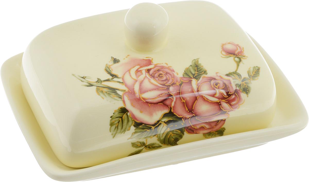 Масленка Loraine Розы. 21684115610Великолепная масленка Loraine Розы, выполненная из высококачественного доломита, предназначена для красивой сервировки и хранения масла. Она состоит из блюда и крышки. Масло в ней долго остается свежим, а при хранении в холодильнике не впитывает посторонние запахи.Масленка Loraine идеально подойдет для сервировки стола и станет отличным подарком к любому празднику.Можно использовать в микроволновой печи и мыть в посудомоечной машине. Размер блюда: 17 х 12,5 х 2,3 см.Размер крышки: 14 х 10 х 7,5 см.Общий размер масленки: 17 х 18,5 х 8,5 см.